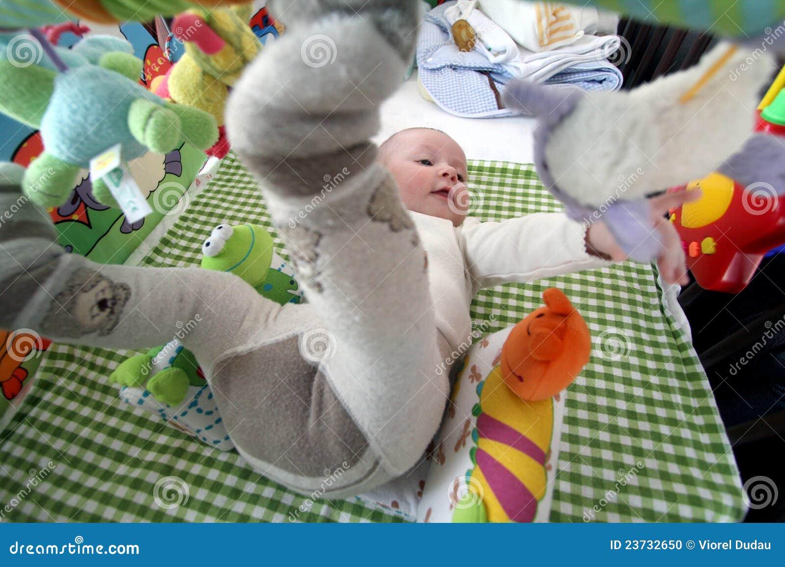 Het spelen van de baby
