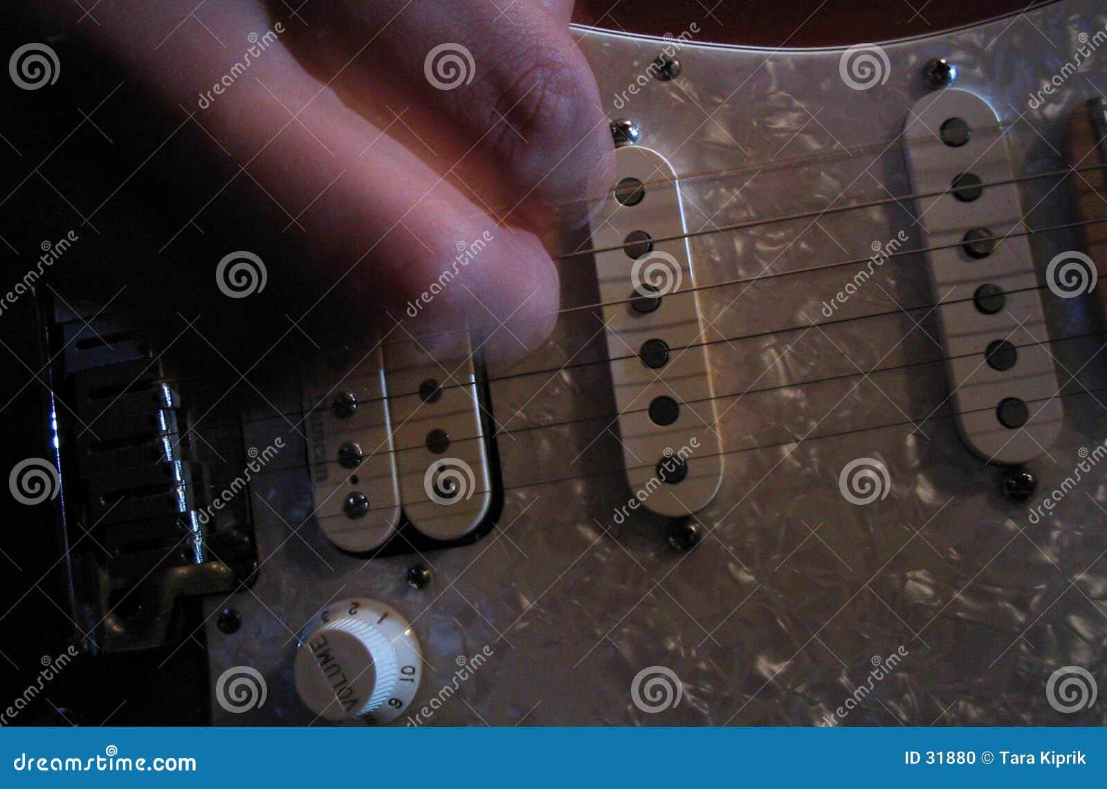 Het Spelen van de gitaar