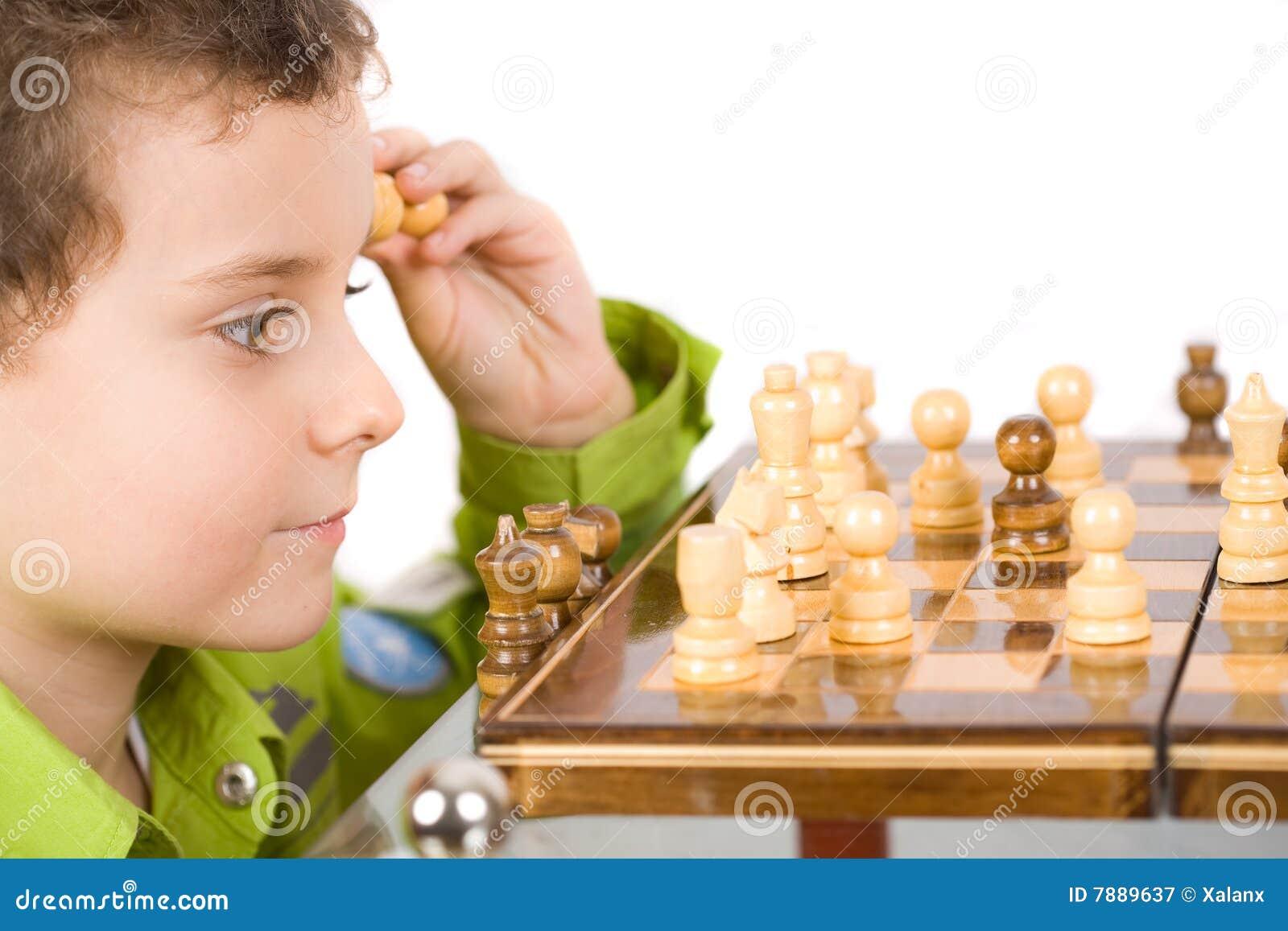 Het spelen van het kind schaak