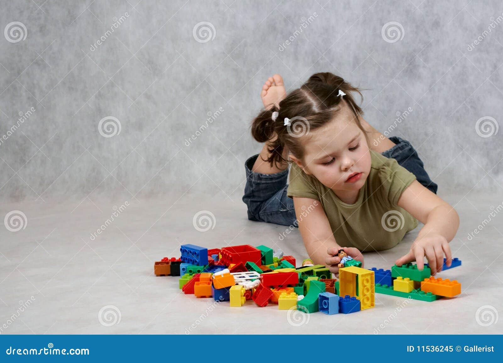 Het spelen van het meisje met speelgoed royalty vrije stock foto beeld 11536245 - Jaar oude meisje kamer foto ...