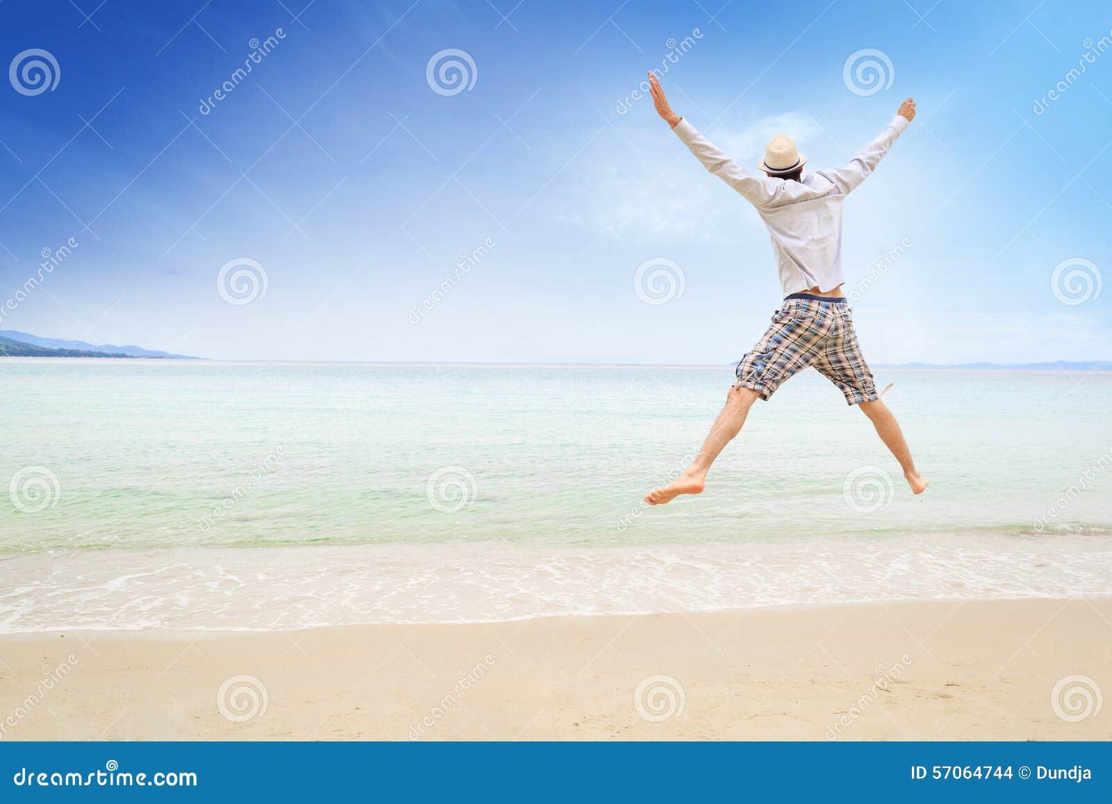 Het springen op het strand