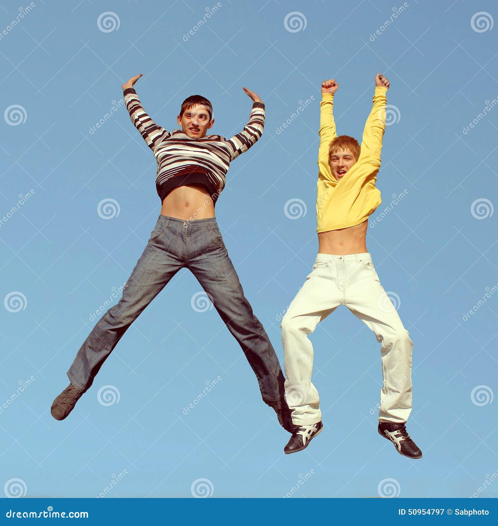 Het springen van jongens