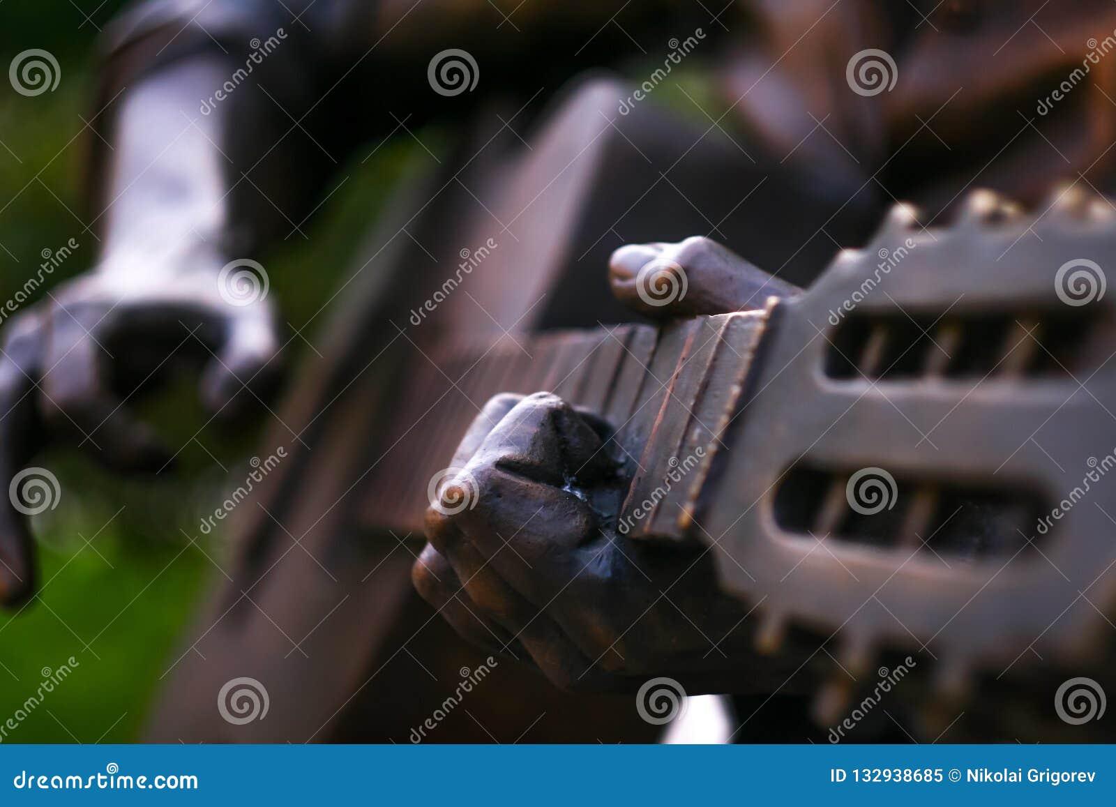 Het standbeeld die de gitaar spelen