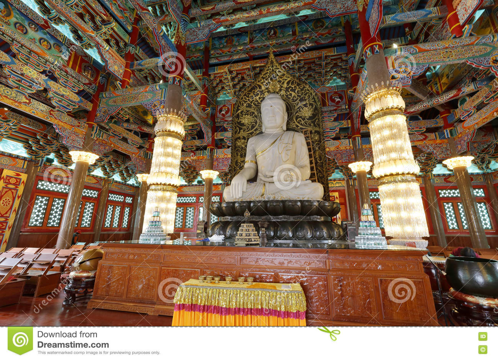 Het standbeeld van de Sakyamunijade in de tempel van het meishansiklooster