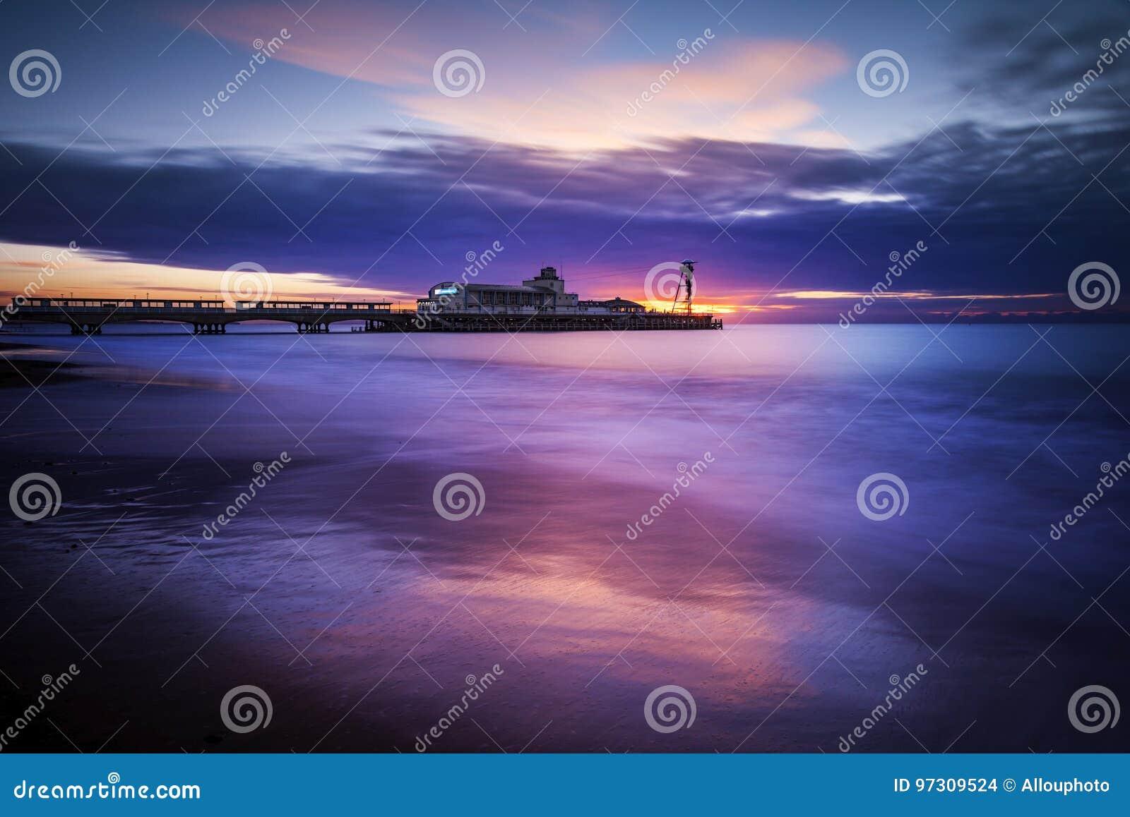 Het Strand en de Pijler van Bournemouth bij Zonsopgang