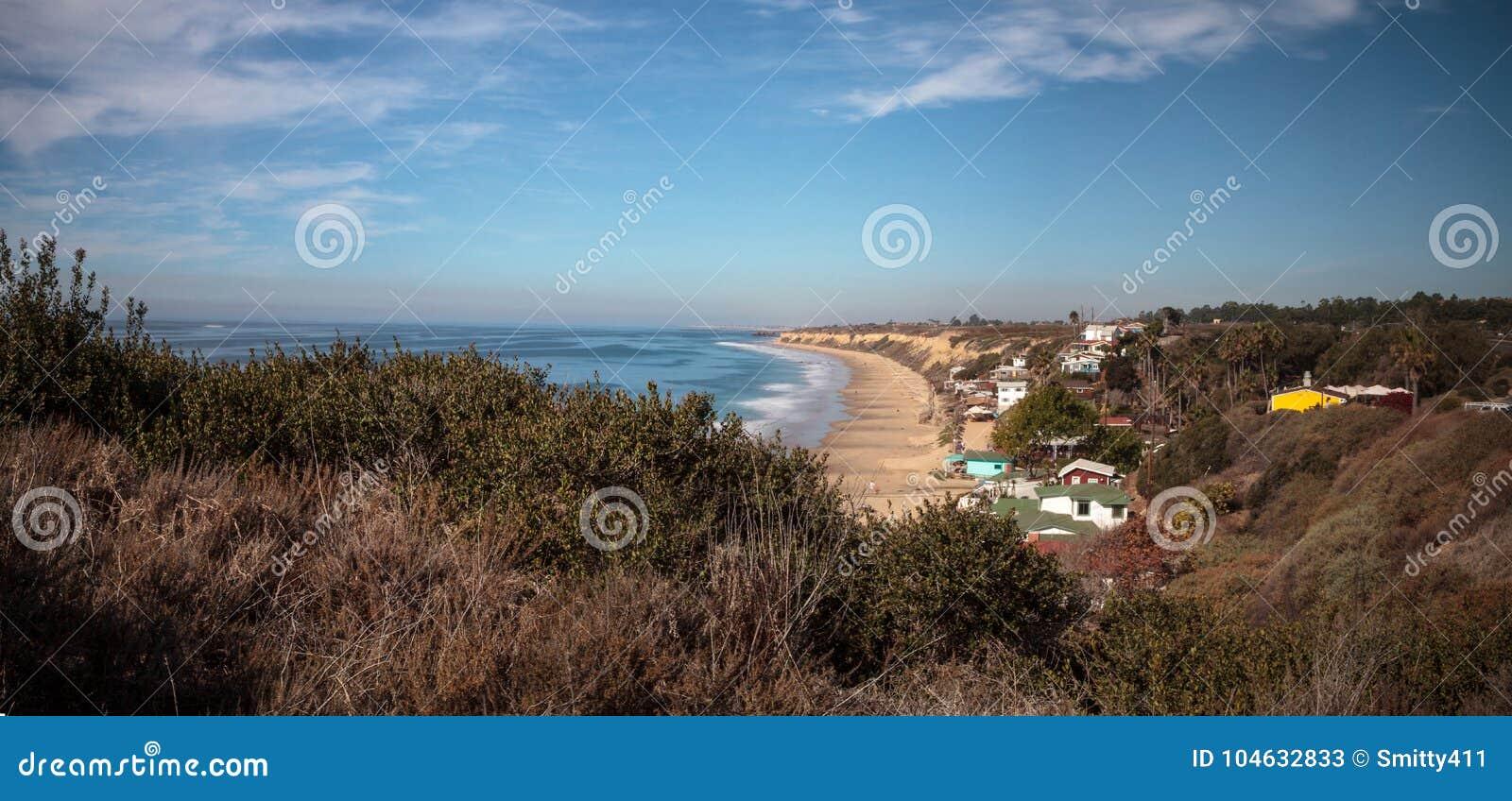 Download Het Strand Van De Lijncrystal Cove State Park Van Strandplattelandshuisjes Stock Afbeelding - Afbeelding bestaande uit kustlijn, plattelandshuisje: 104632833