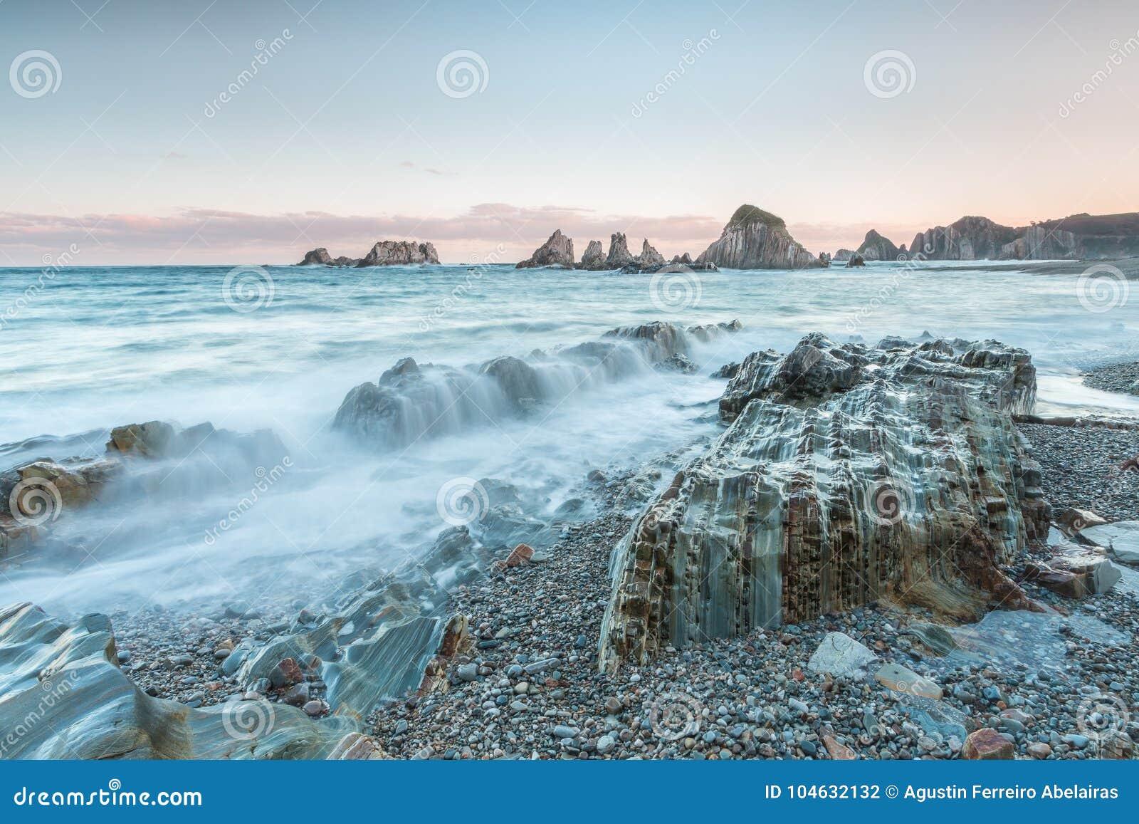 Download Het strand van Gueirúa stock foto. Afbeelding bestaande uit hierboven - 104632132