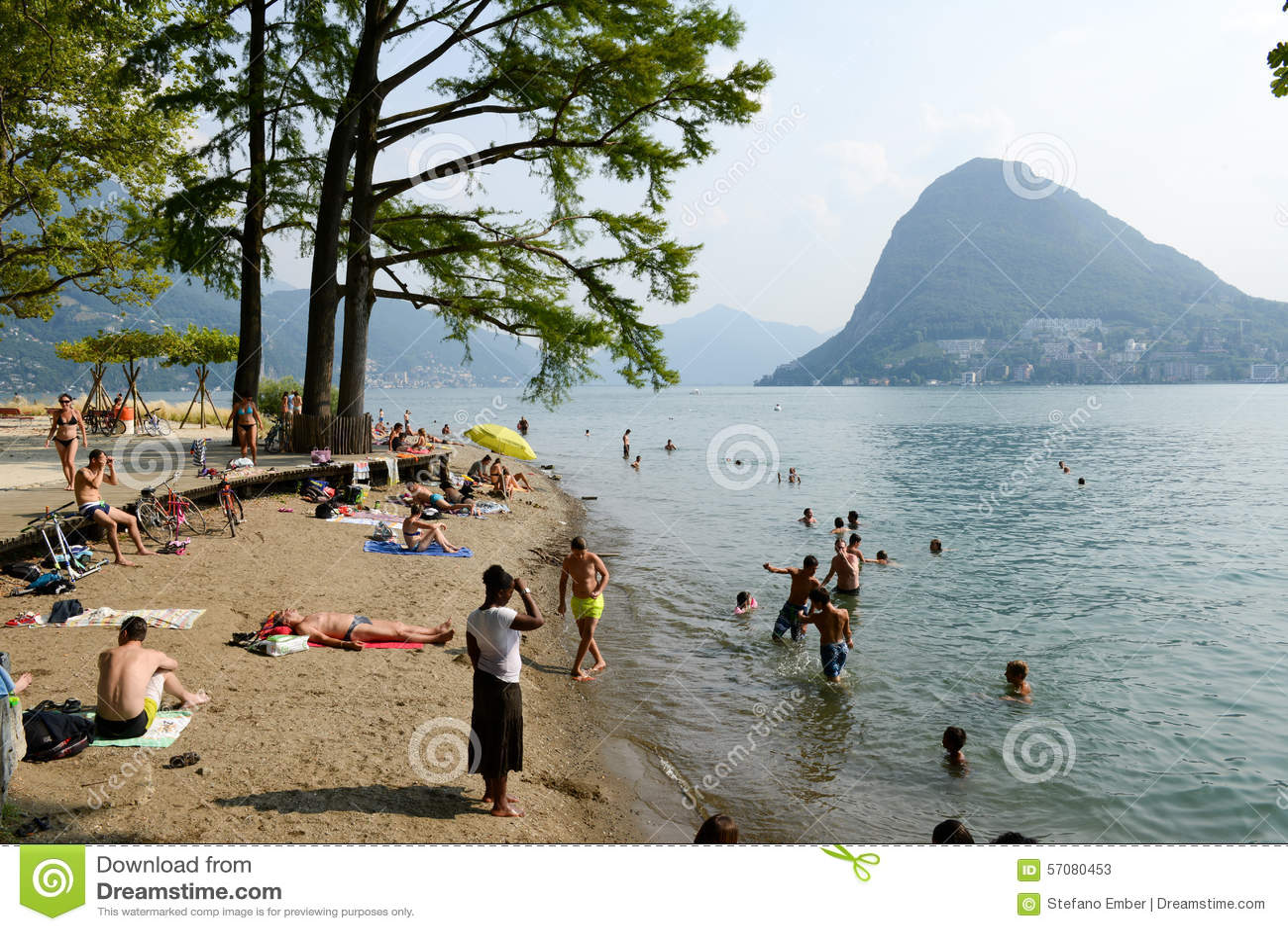 Het strand van het botanische park van Ciani in Lugano op Zwitserland