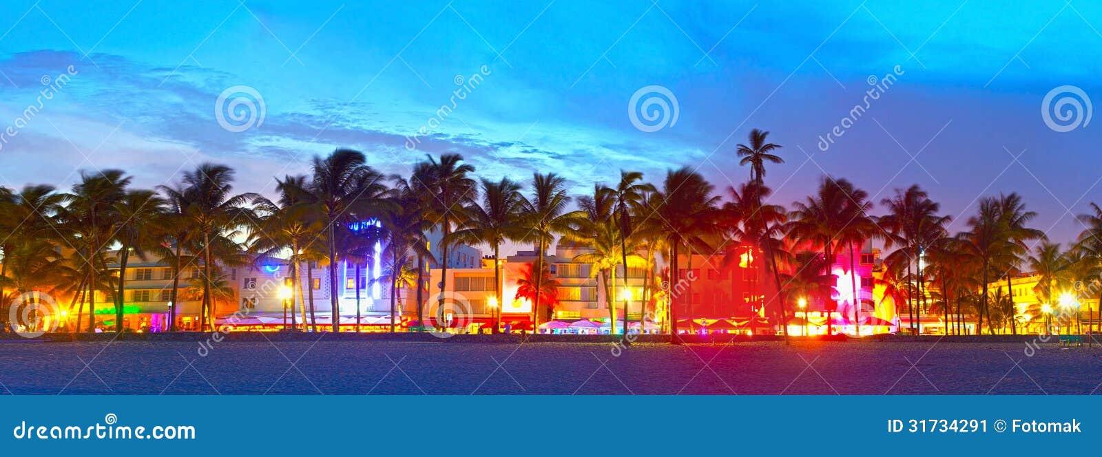 Het Strand van Miami, de hotels van Florida en restaurants bij zonsondergang