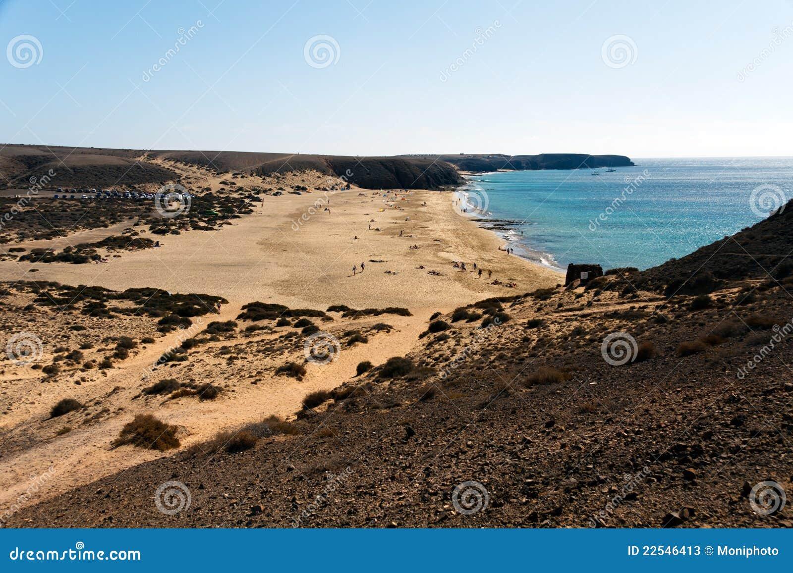 het strand van papagayo van playa playa blanca lanzarote spanje stock foto 39 s afbeelding. Black Bedroom Furniture Sets. Home Design Ideas