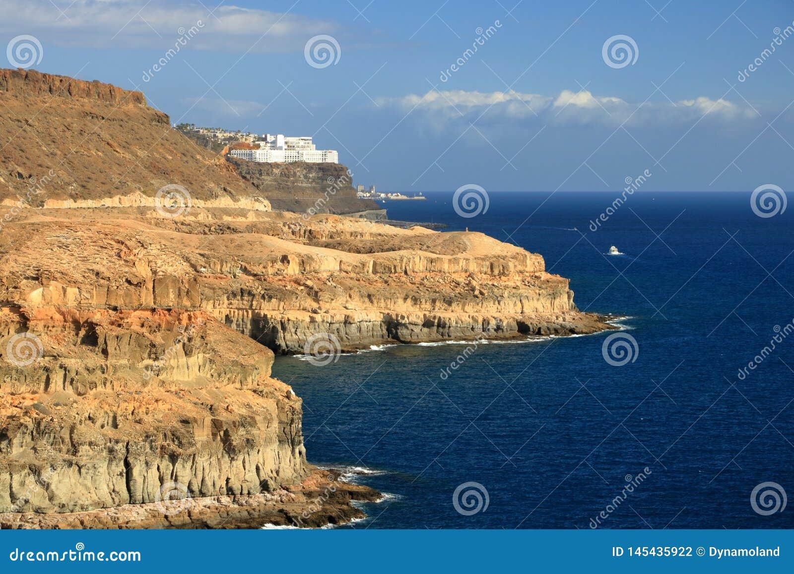 Het strand van Puerto Rico en amadores in Gran Canaria