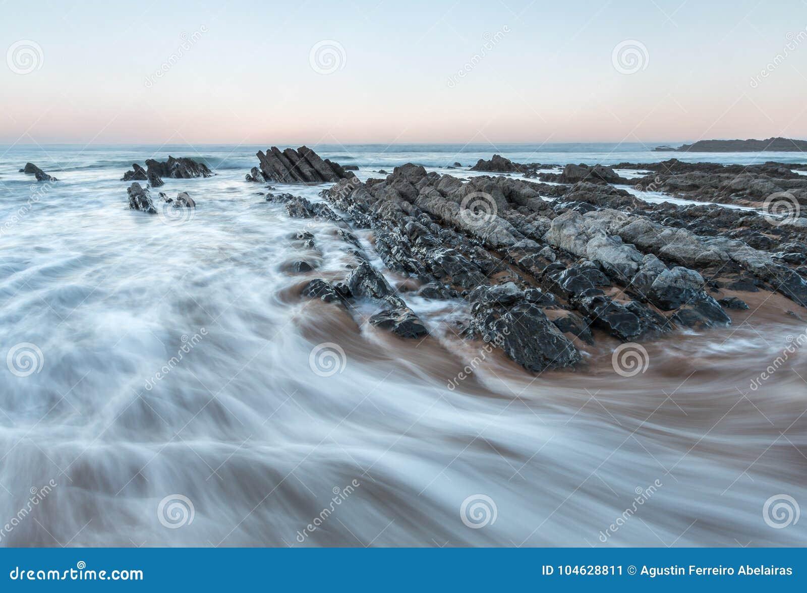 Download Het strand van Vega stock afbeelding. Afbeelding bestaande uit maagdelijk - 104628811