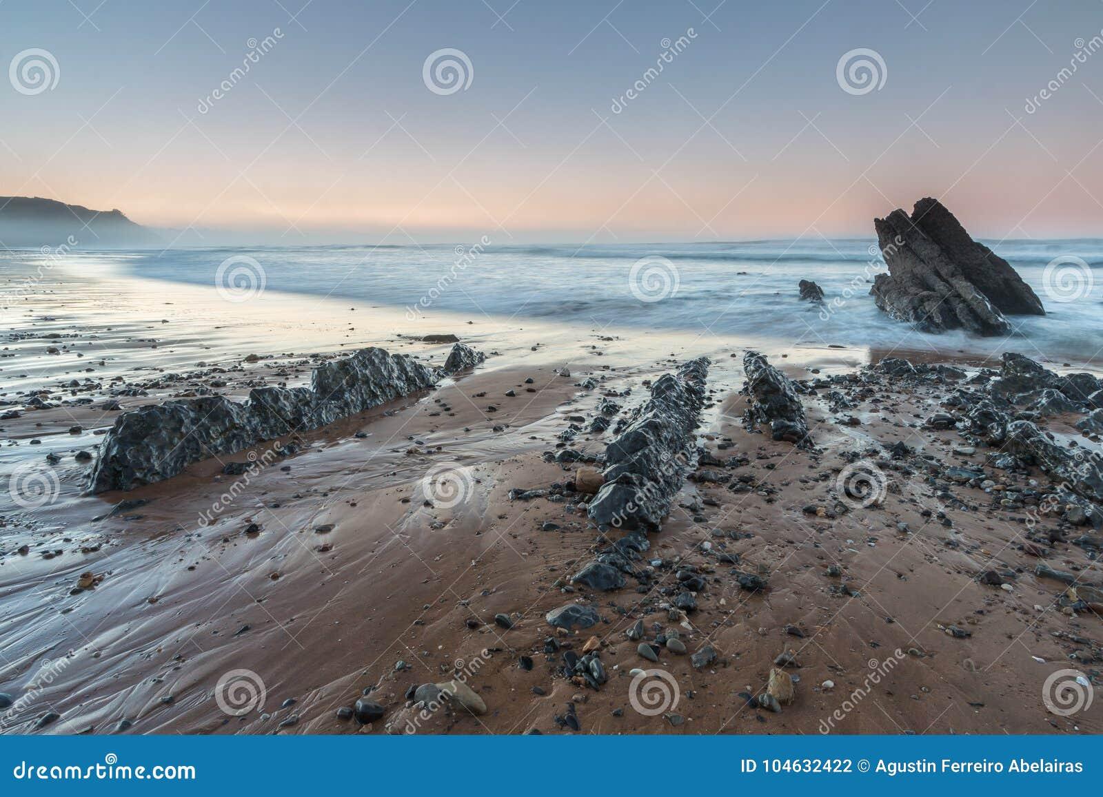Download Het strand van Vega stock foto. Afbeelding bestaande uit hoek - 104632422