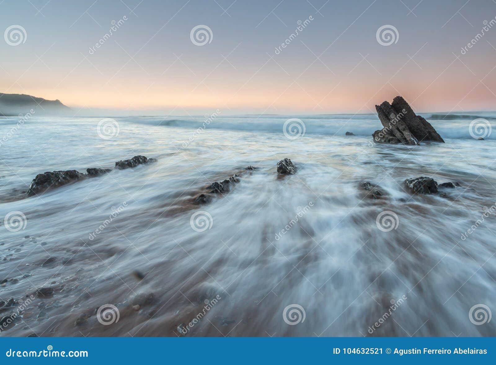 Download Het strand van Vega stock afbeelding. Afbeelding bestaande uit maagdelijk - 104632521