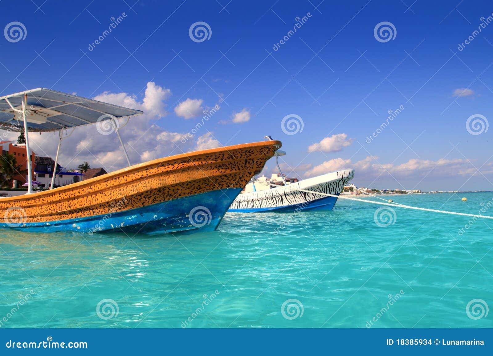 Het strandboten de turkooise Caraïben van Morelos van Puerto