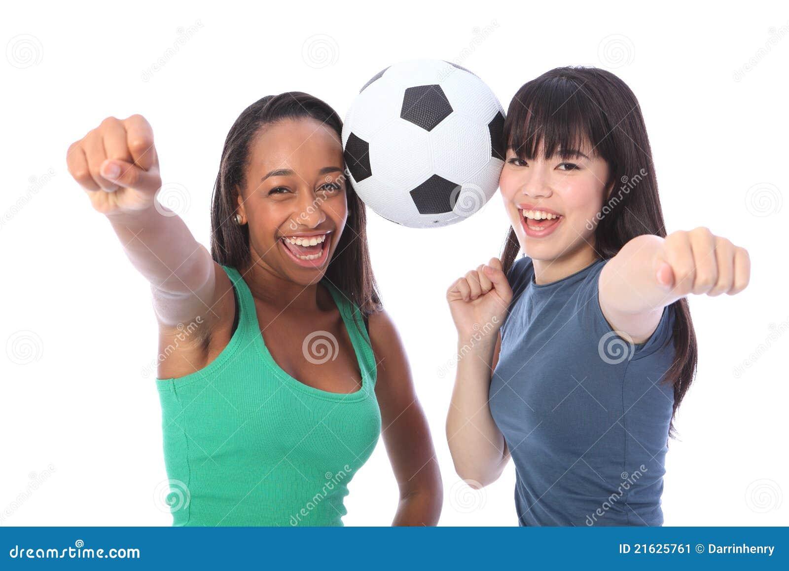 Het succes en de pret van tieners met voetbalbal