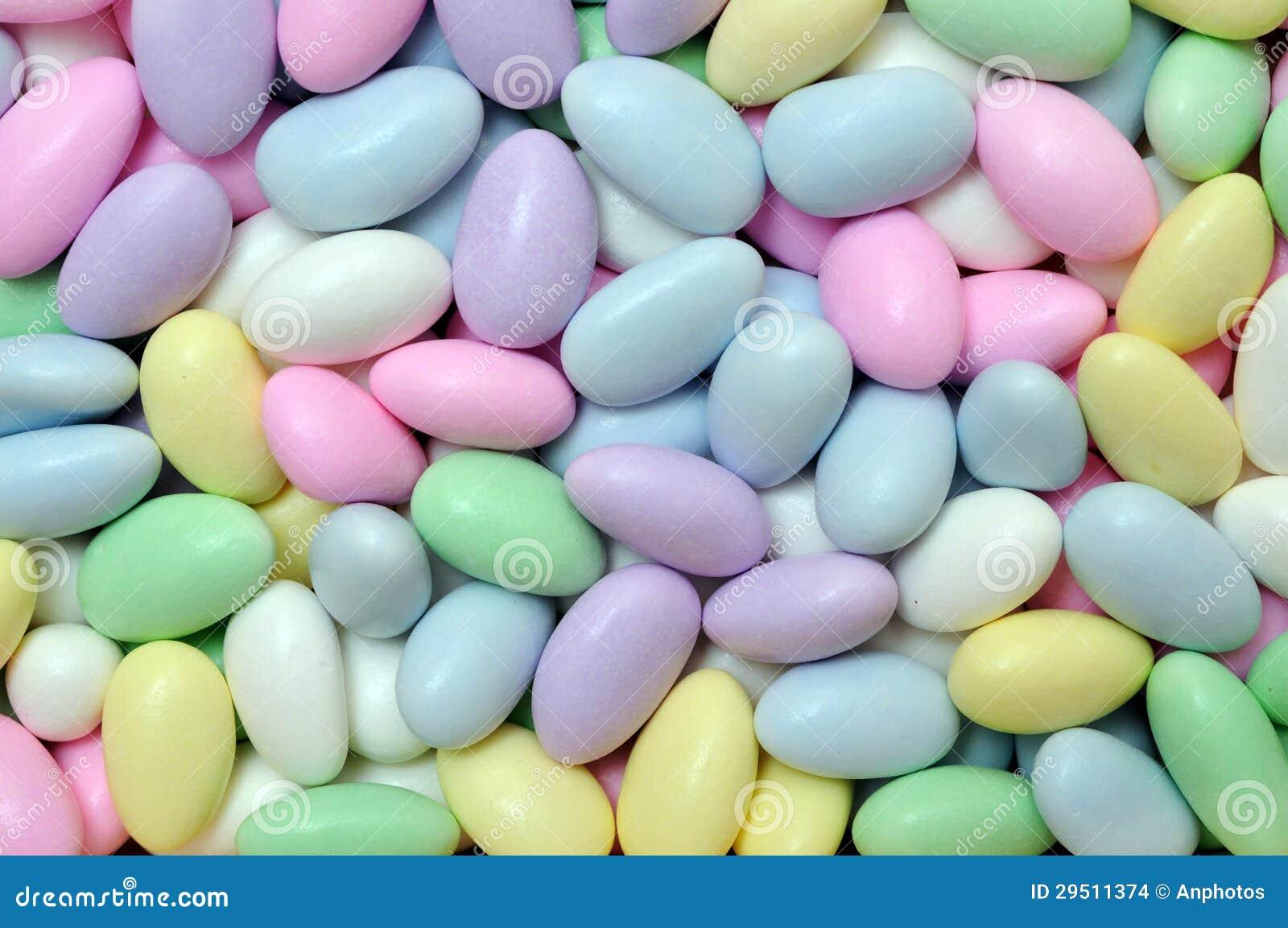 Het suikergoed in ei vormt voor de dag van Pasen