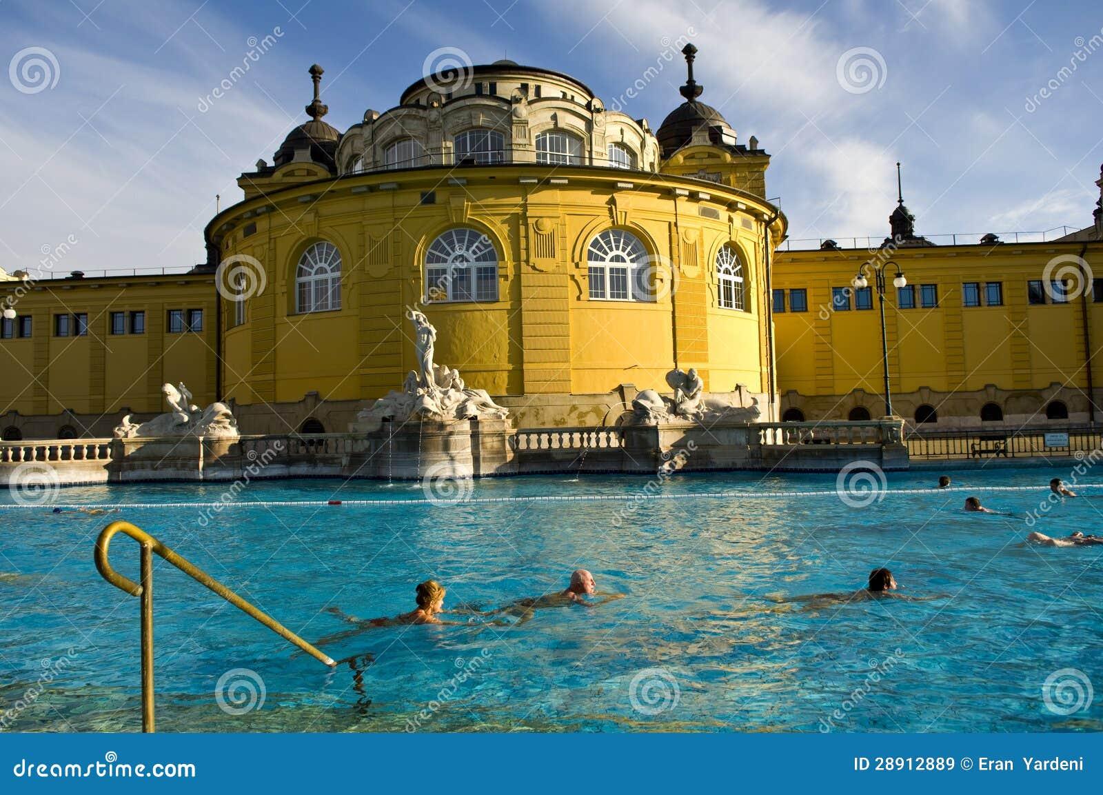 Het szechenyi thermische bad boedapest redactionele stock afbeelding beeld 28912889 for Foto in het bad