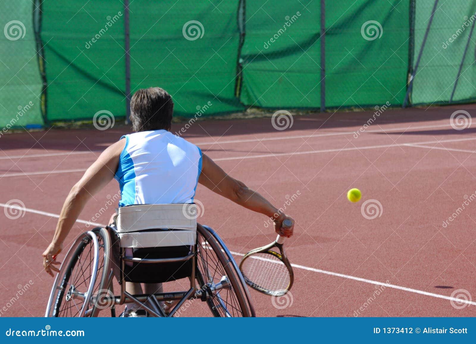 Het tennisspeler van de rolstoel