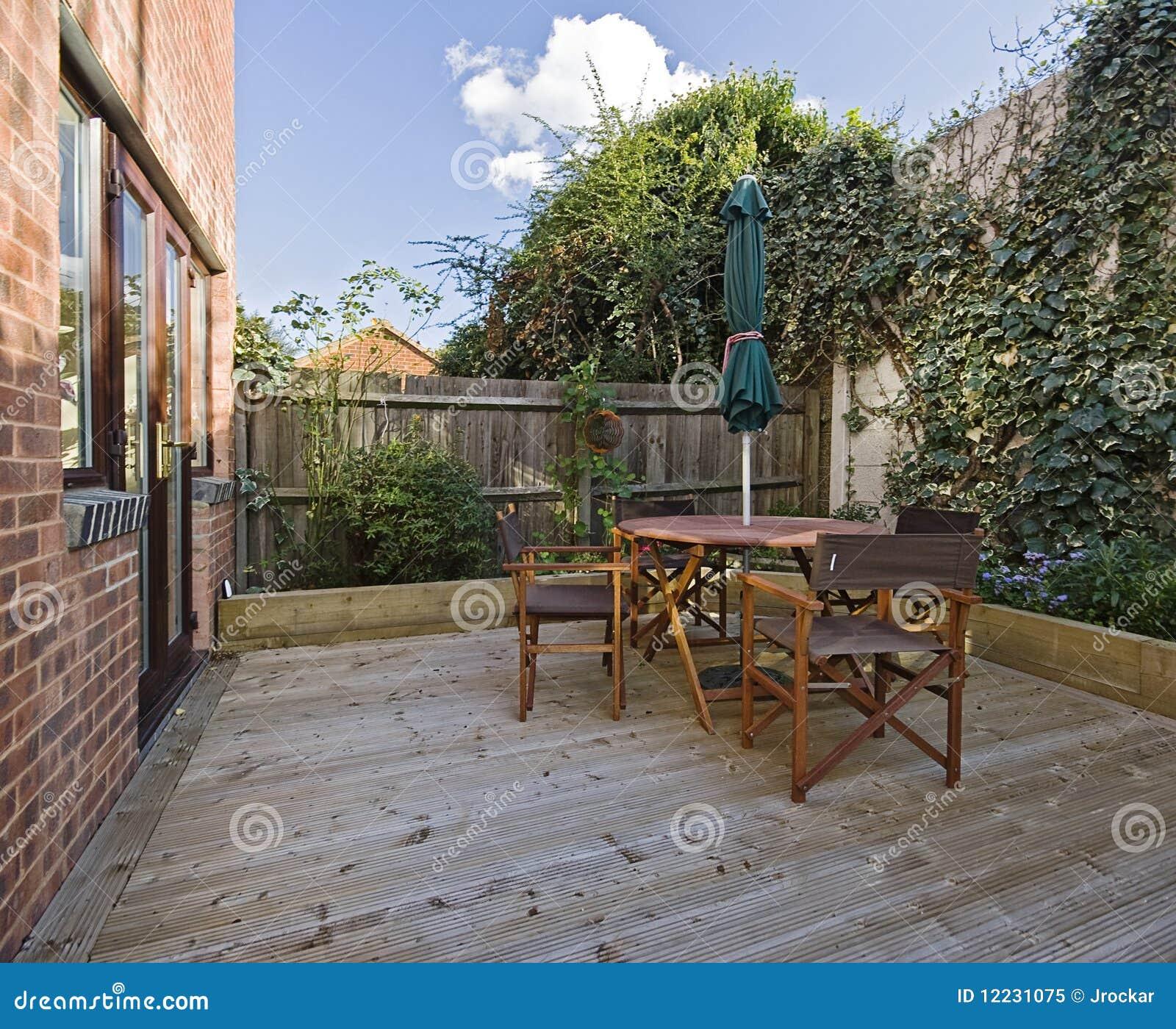 Het terras van de tuin stock afbeelding afbeelding bestaande uit bloem 12231075 - Foto buitenkant terras ...
