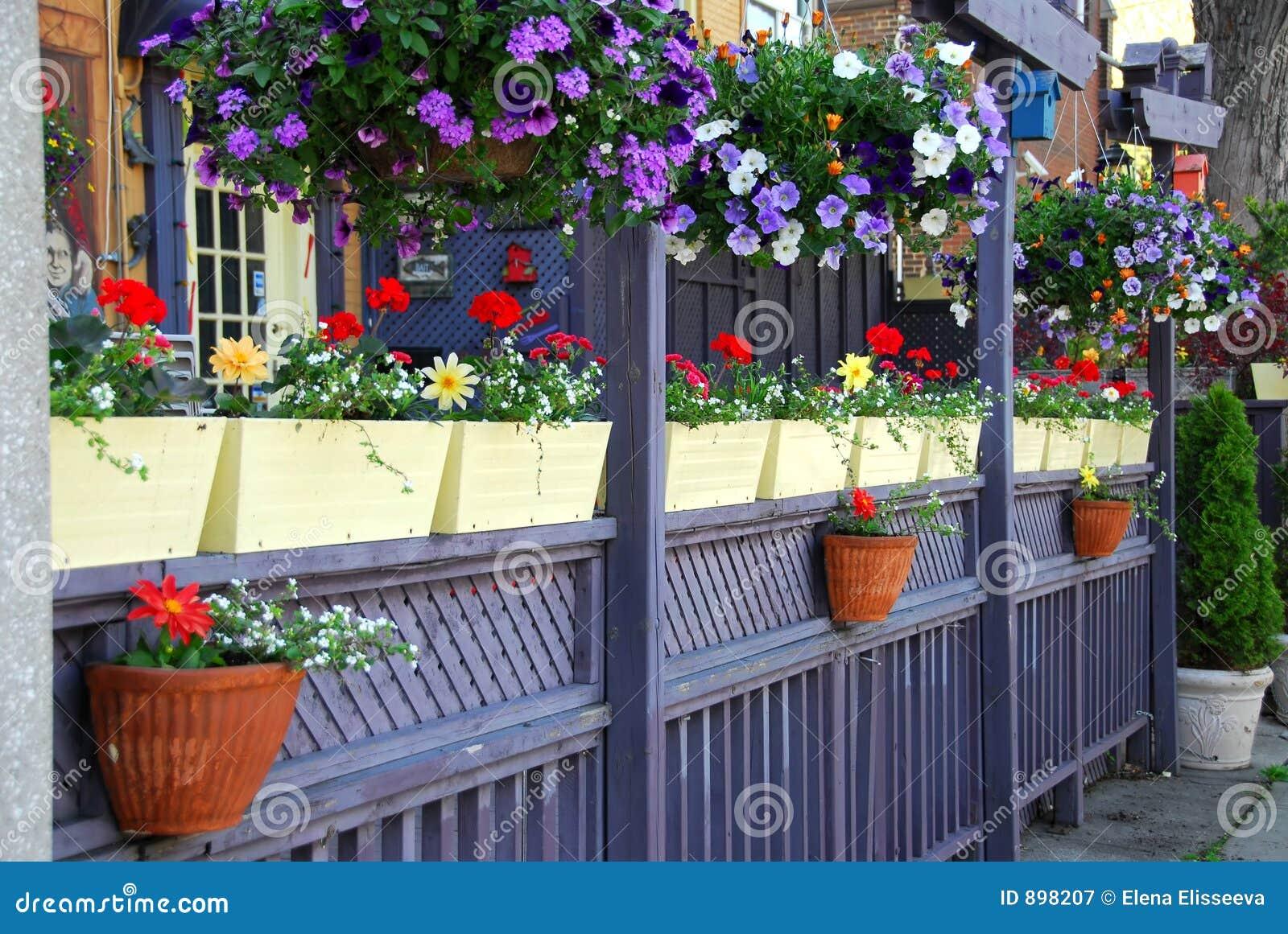 Het terras van het restaurant stock afbeelding afbeelding