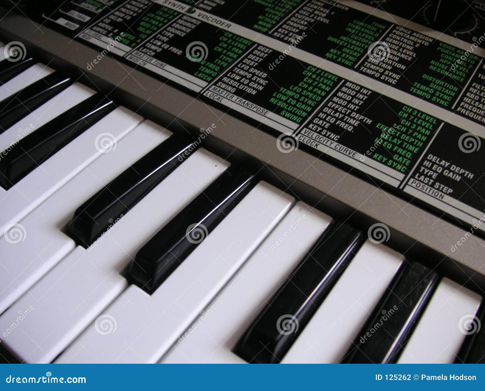 Het toetsenbord van de synthesizer