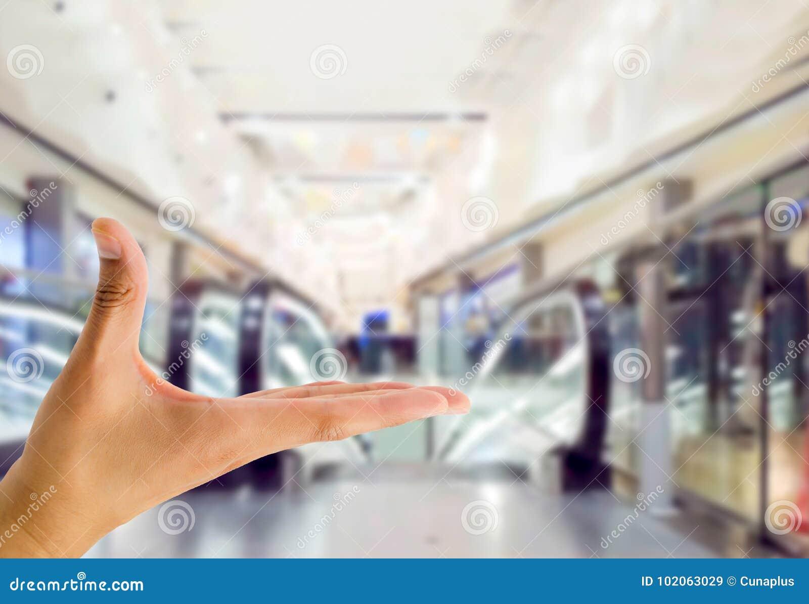 Het tonen van iets bij het winkelcomplex
