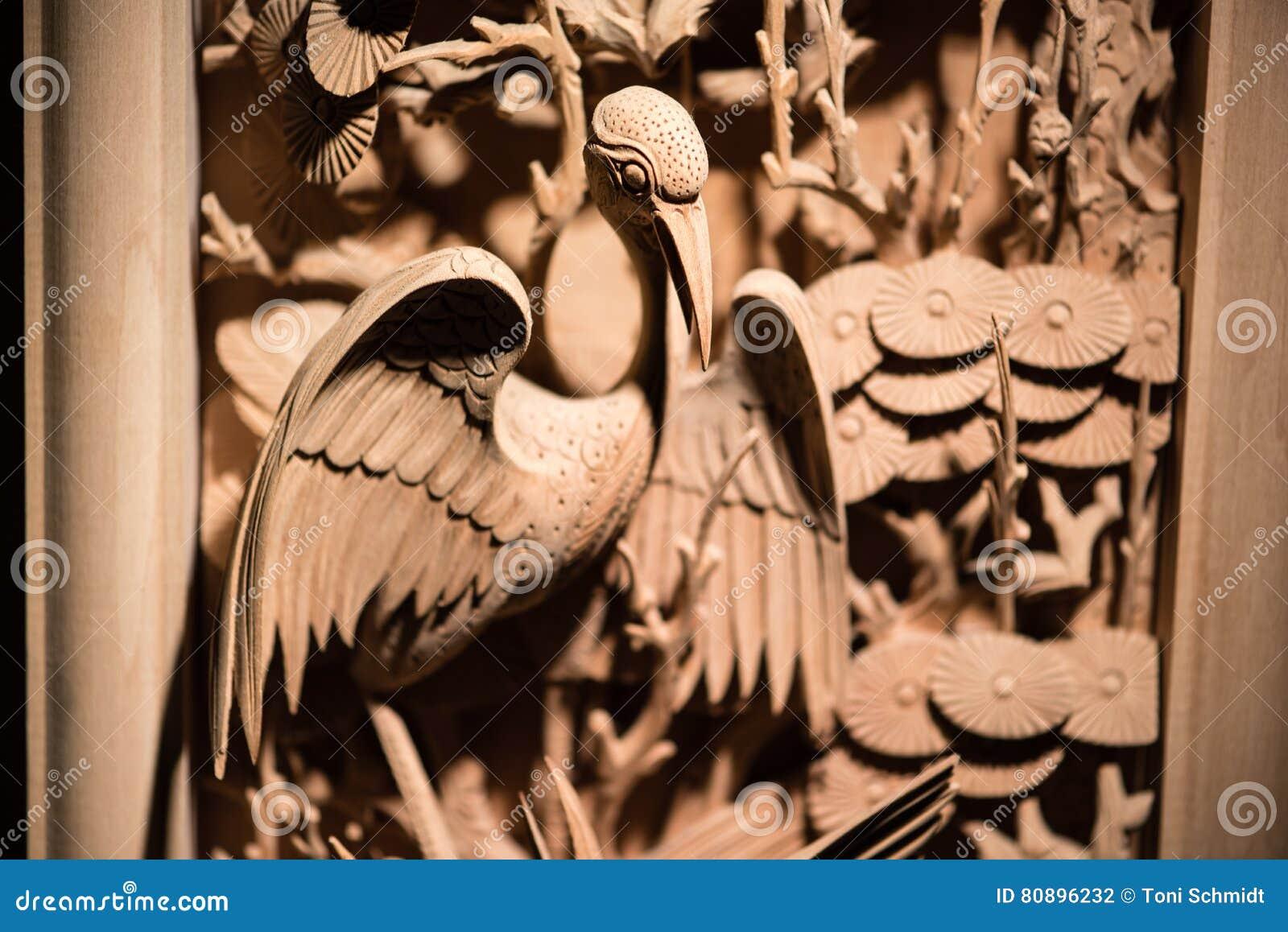 Het traditionele Chinese woodcarving van vogel