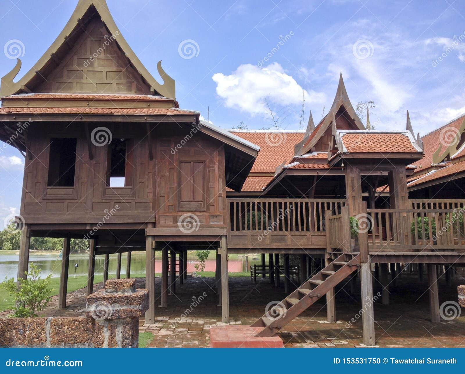 Het traditionele huis van Thailand en mooie achtergrond