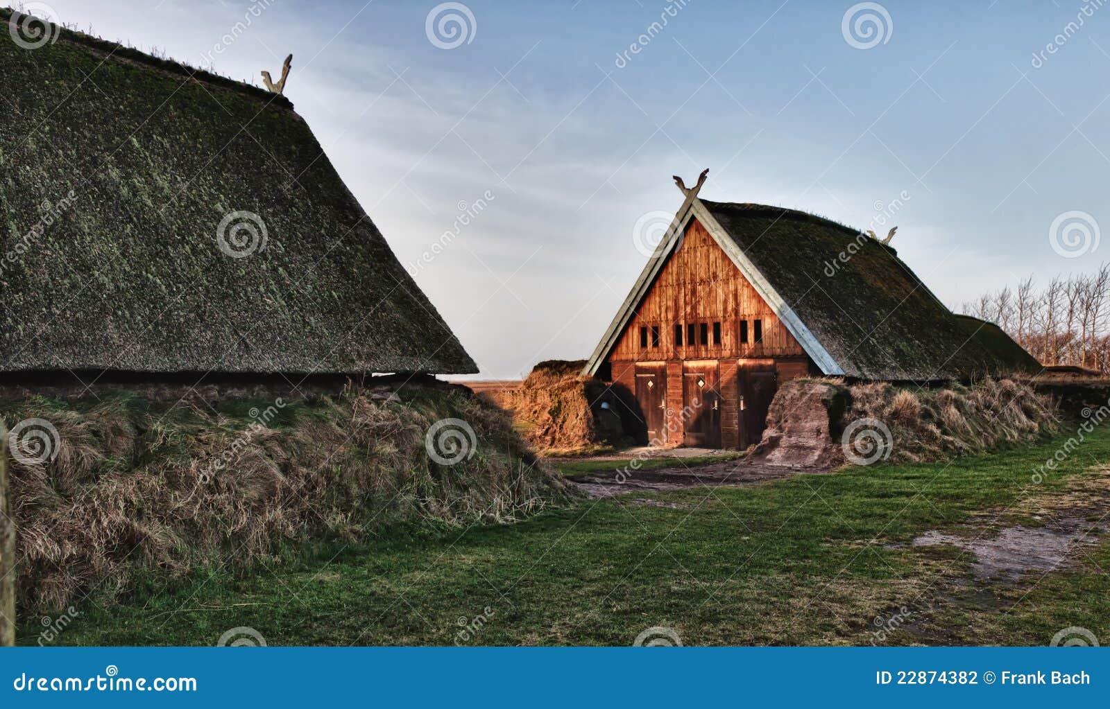 Het traditionele oude huis van de leeftijd van viking stock foto afbeelding 22874382 - Oude huis fotos ...