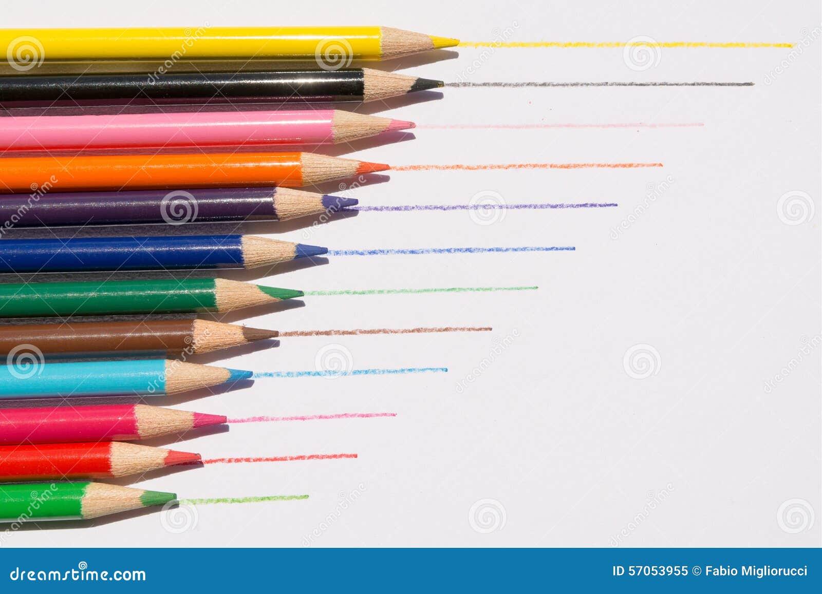 Het trekken van kleurpotloden