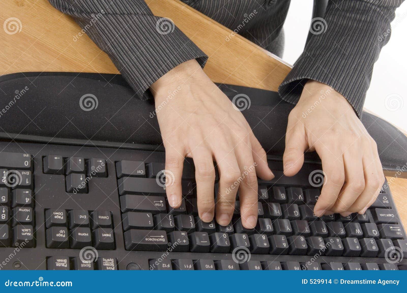 Het typen op een toetsenbord