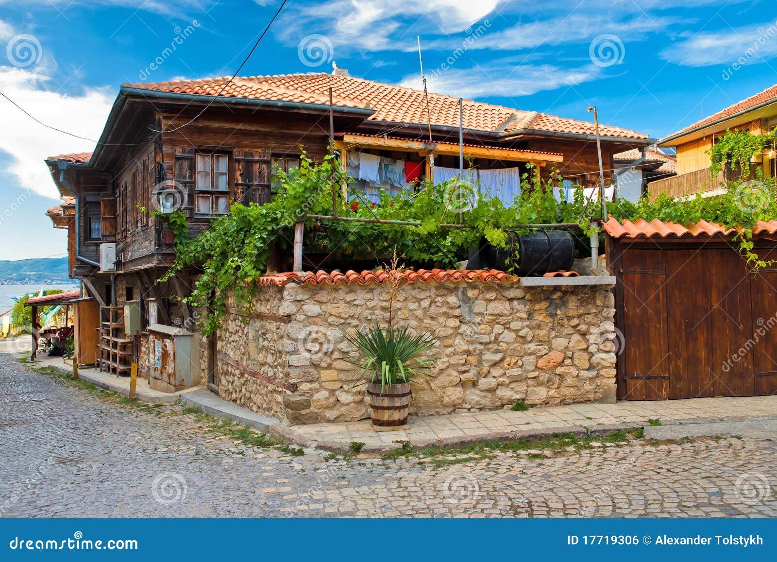Het typische huis in nesebr bulgarije stock foto afbeelding 17719306 - Foto huis in l ...