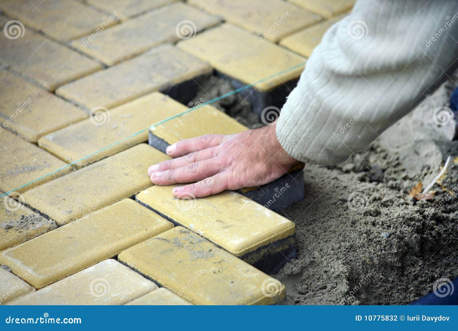 Het uitspreiden van de bouwvakker plakvloer