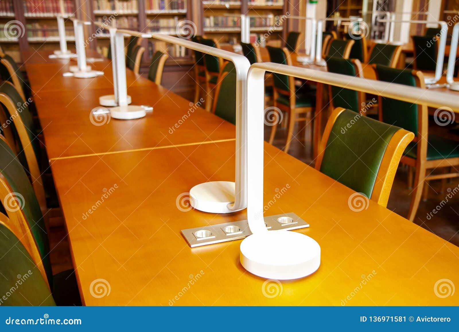 Het universitaire bureau van de Bibliotheekstudent Het concept van het onderwijs