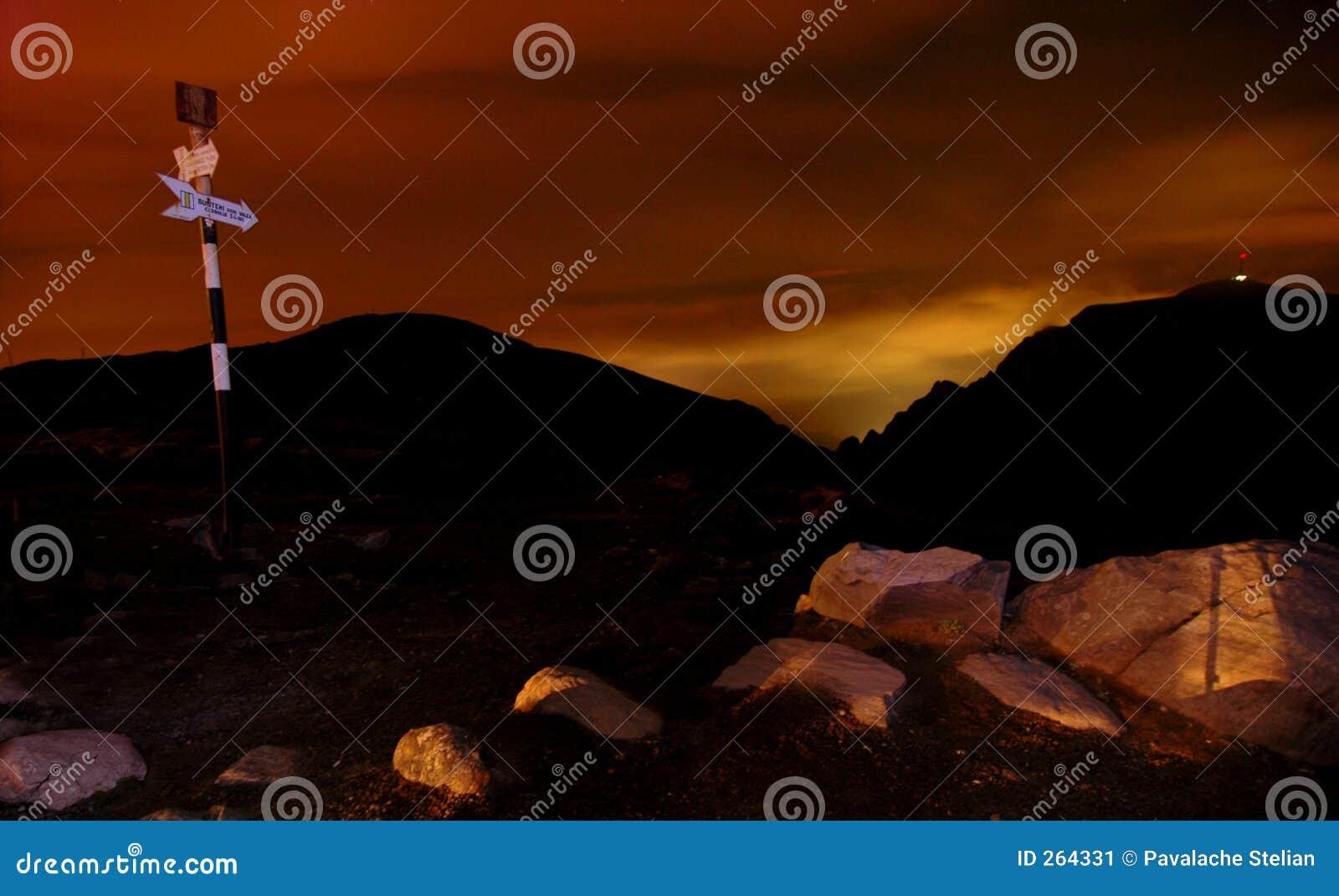 Het vallen van de avond bij de Schuilplaats Omu
