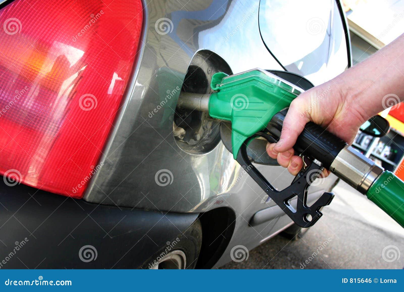 Het van brandstof voorzien van auto
