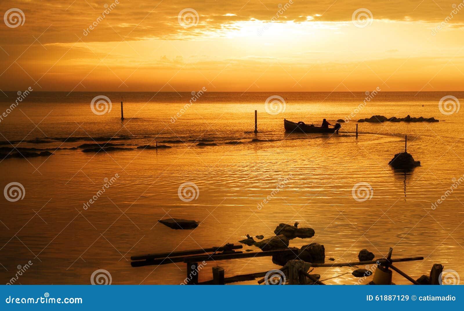 Het varen in gouden overzees