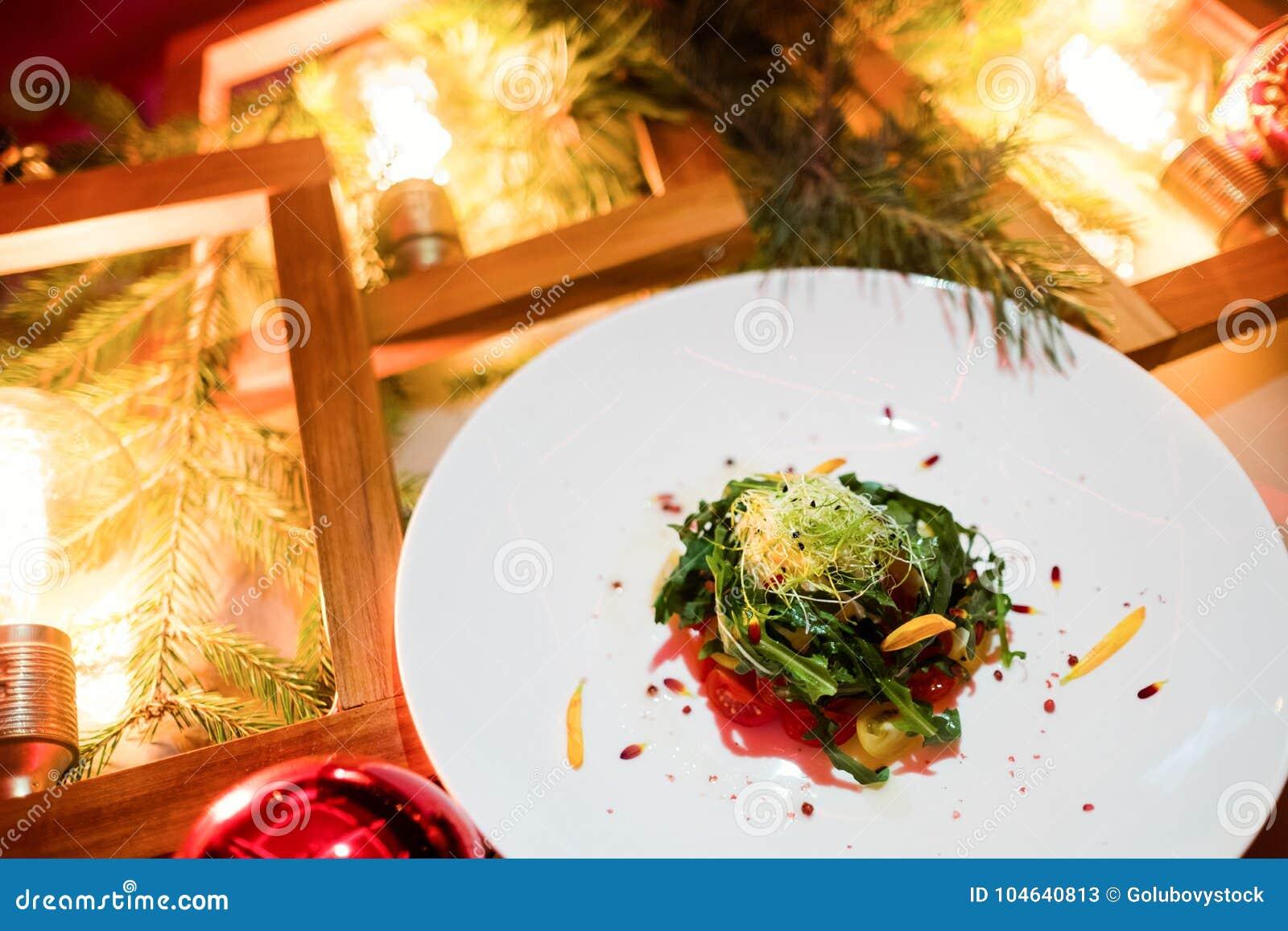 Download Het Vegetarische Feestelijke Menu Van Het Diner Nieuwe Jaar Stock Afbeelding - Afbeelding bestaande uit vers, partij: 104640813