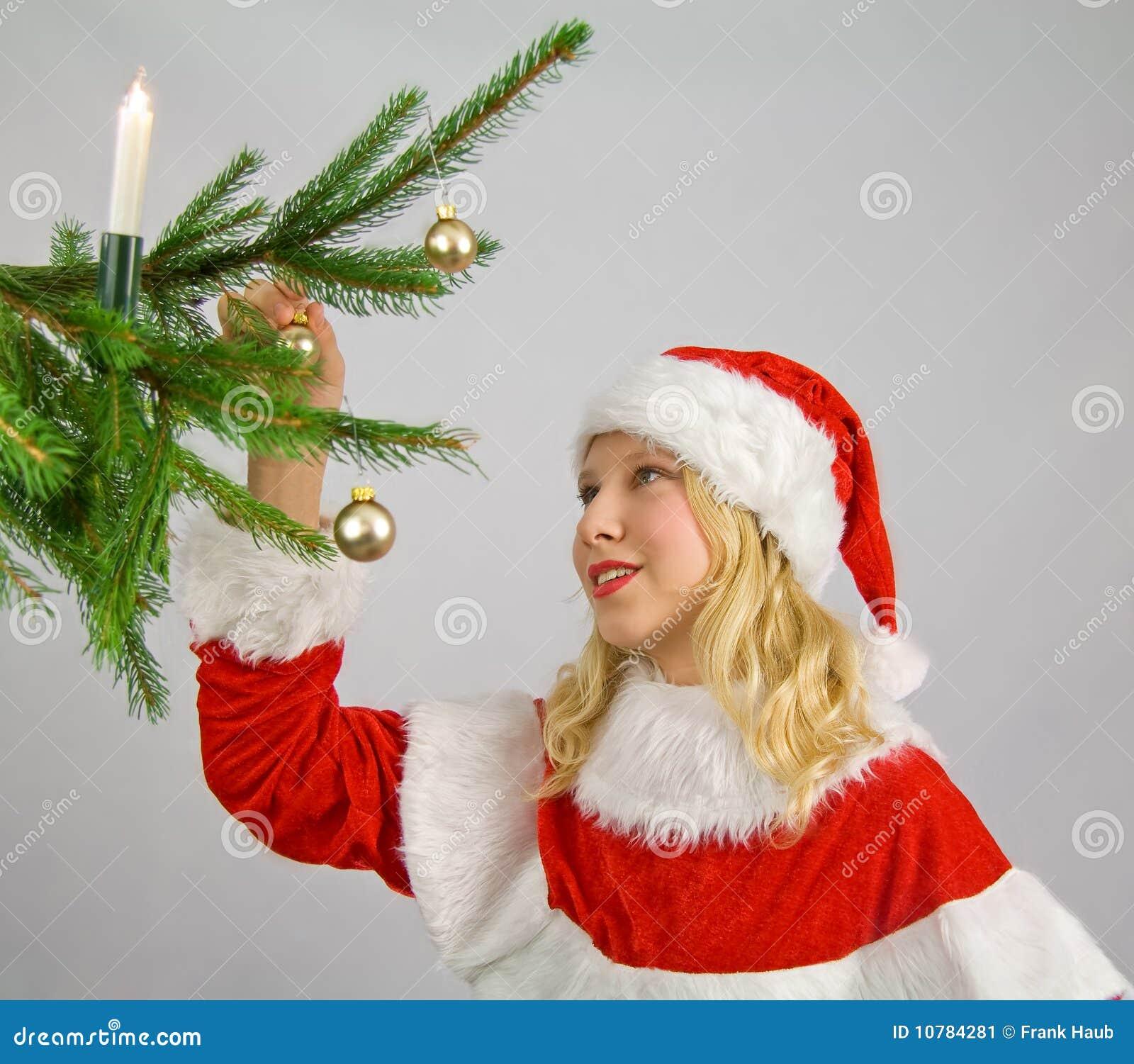 Het verfraaien van een christmastree