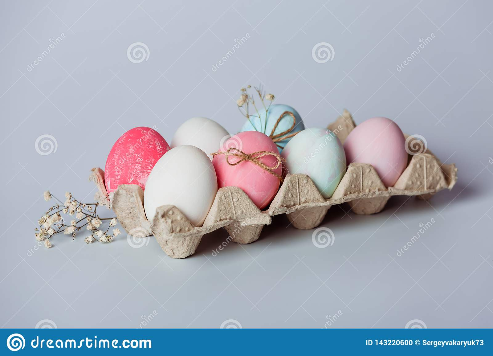 Het verfraaien van eieren Pasen komt spoedig