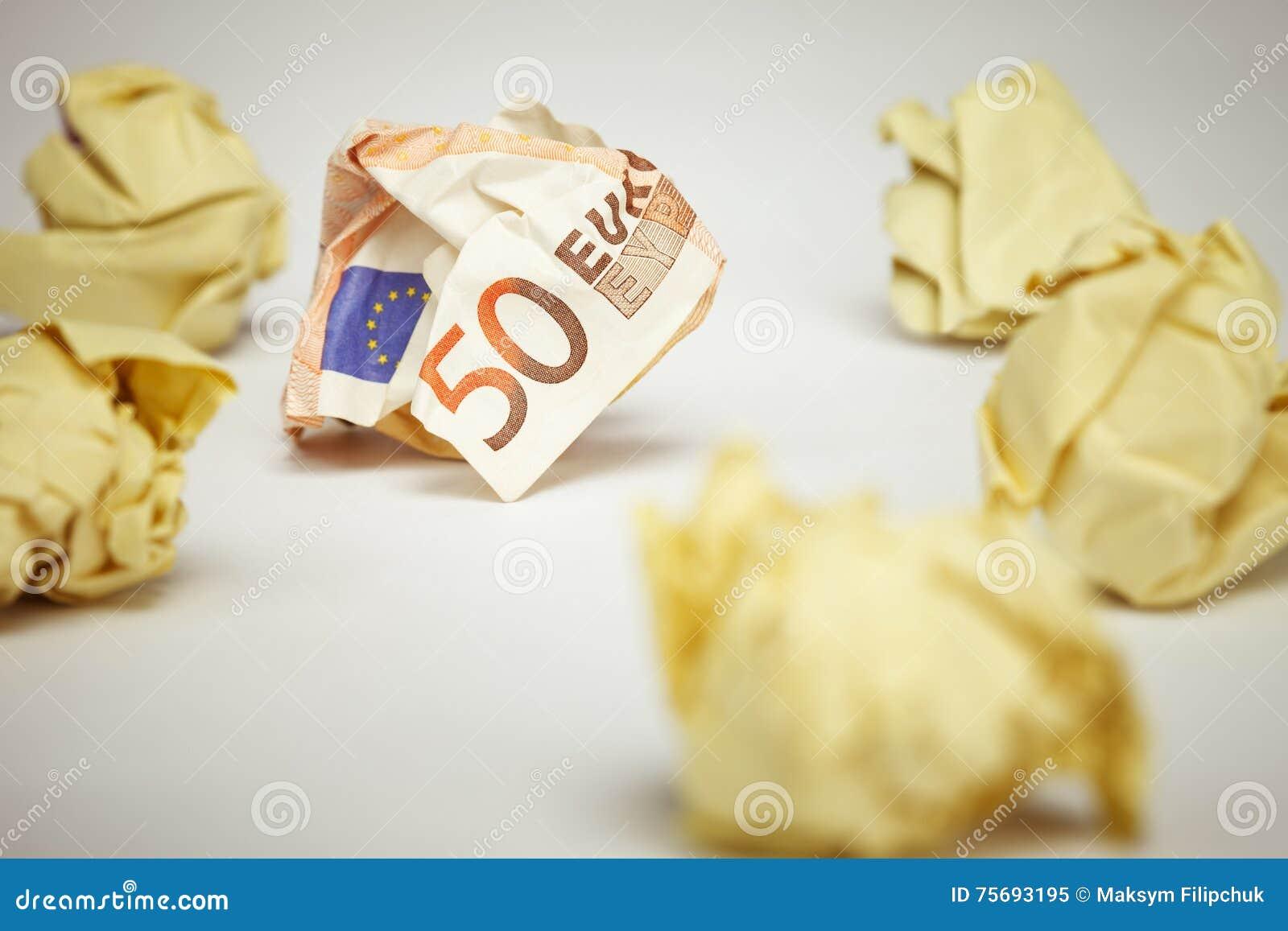 Het verfrommelde euro document van het rekenings amound bureau