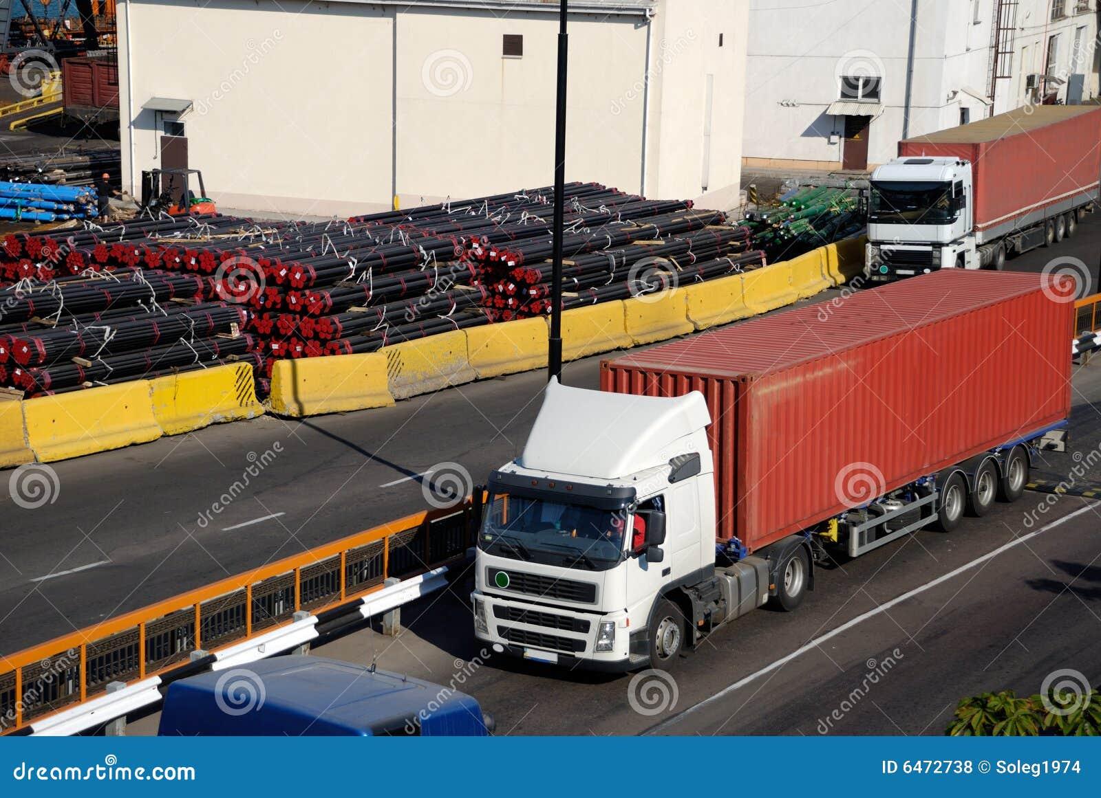 Het verkeer van de vracht in haven