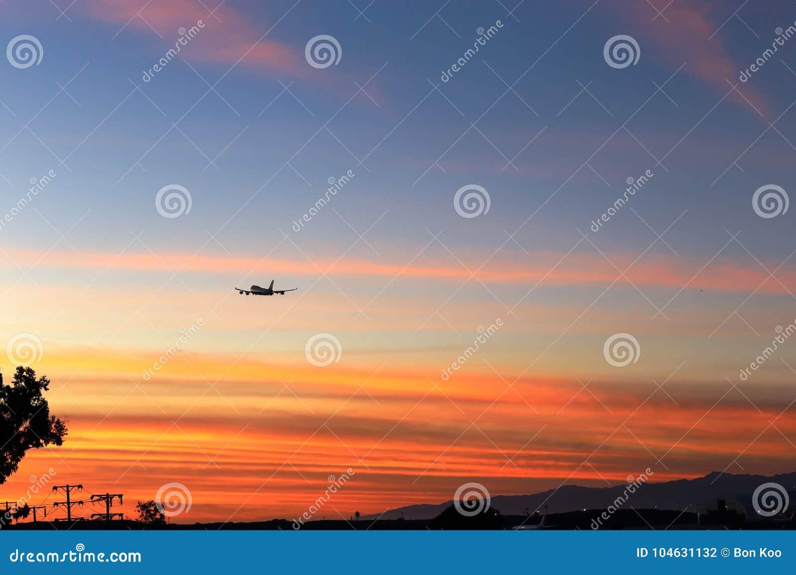 Download Het Verlaten Van Californië In Schemering Stock Foto - Afbeelding bestaande uit segundo, departing: 104631132