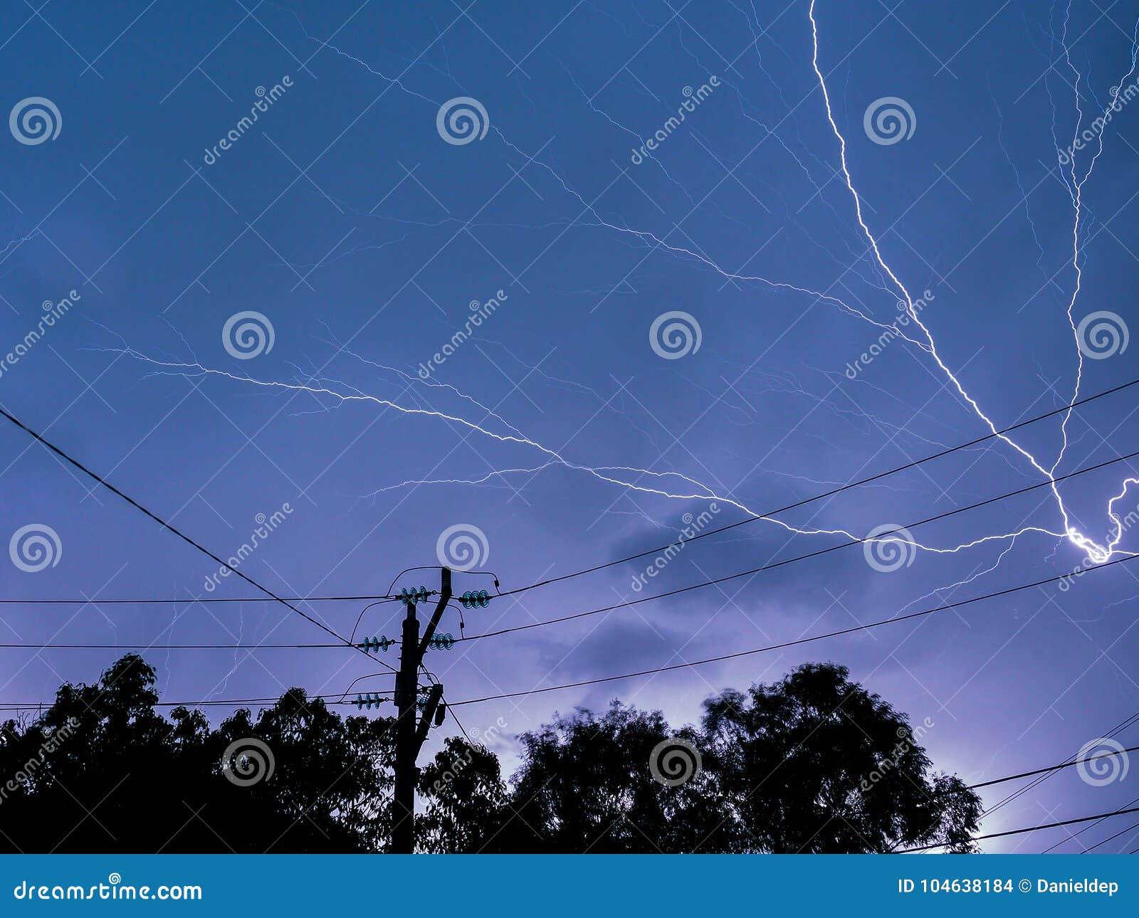 Download Het Verlichten In Een Elektroonweer Stock Foto - Afbeelding bestaande uit bliksem, lijn: 104638184