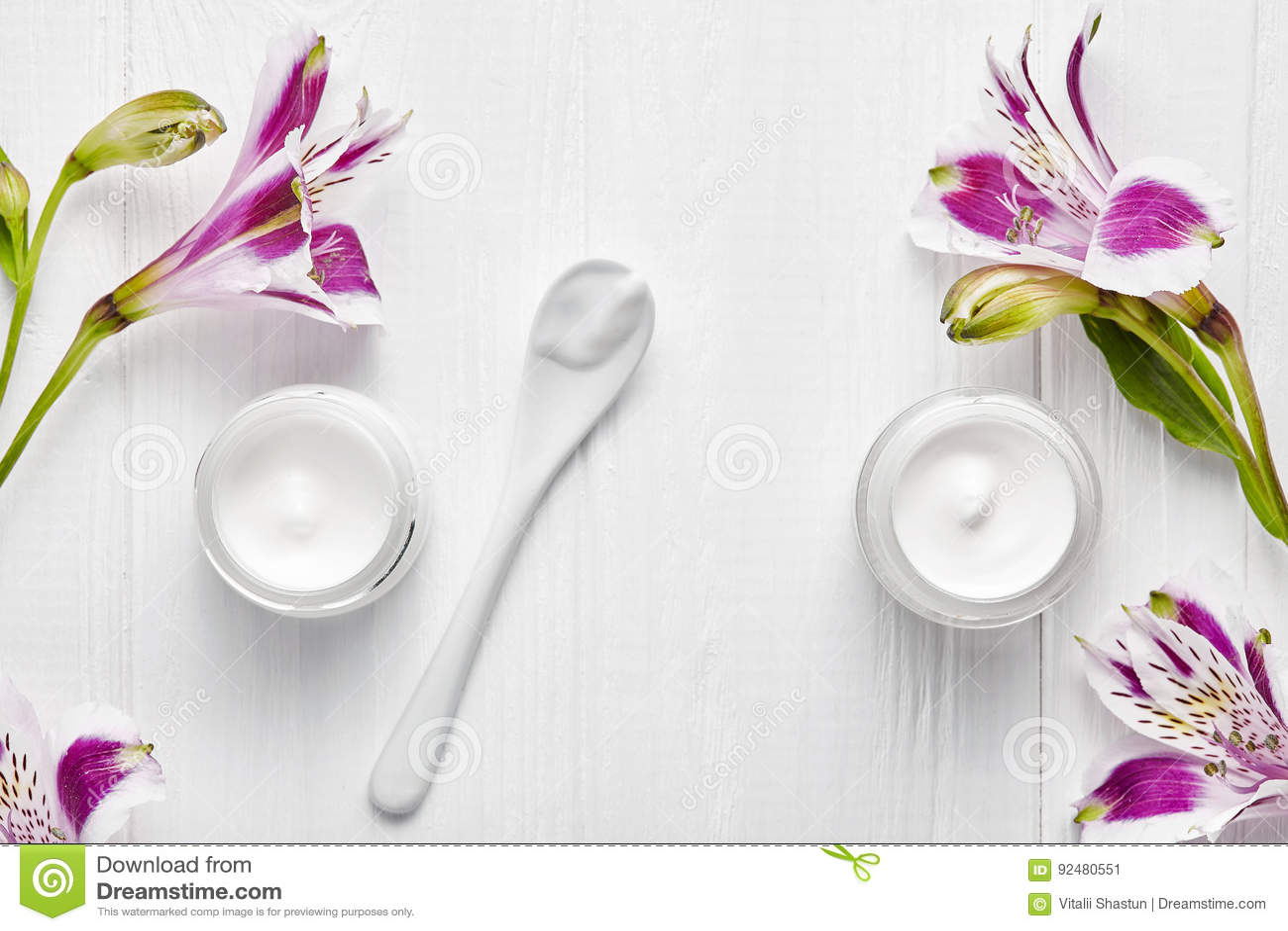 Het vermoeide de therapie van de skincare medische schoonheid van de huid kosmetische room gezichts professionele reinigingsmidde