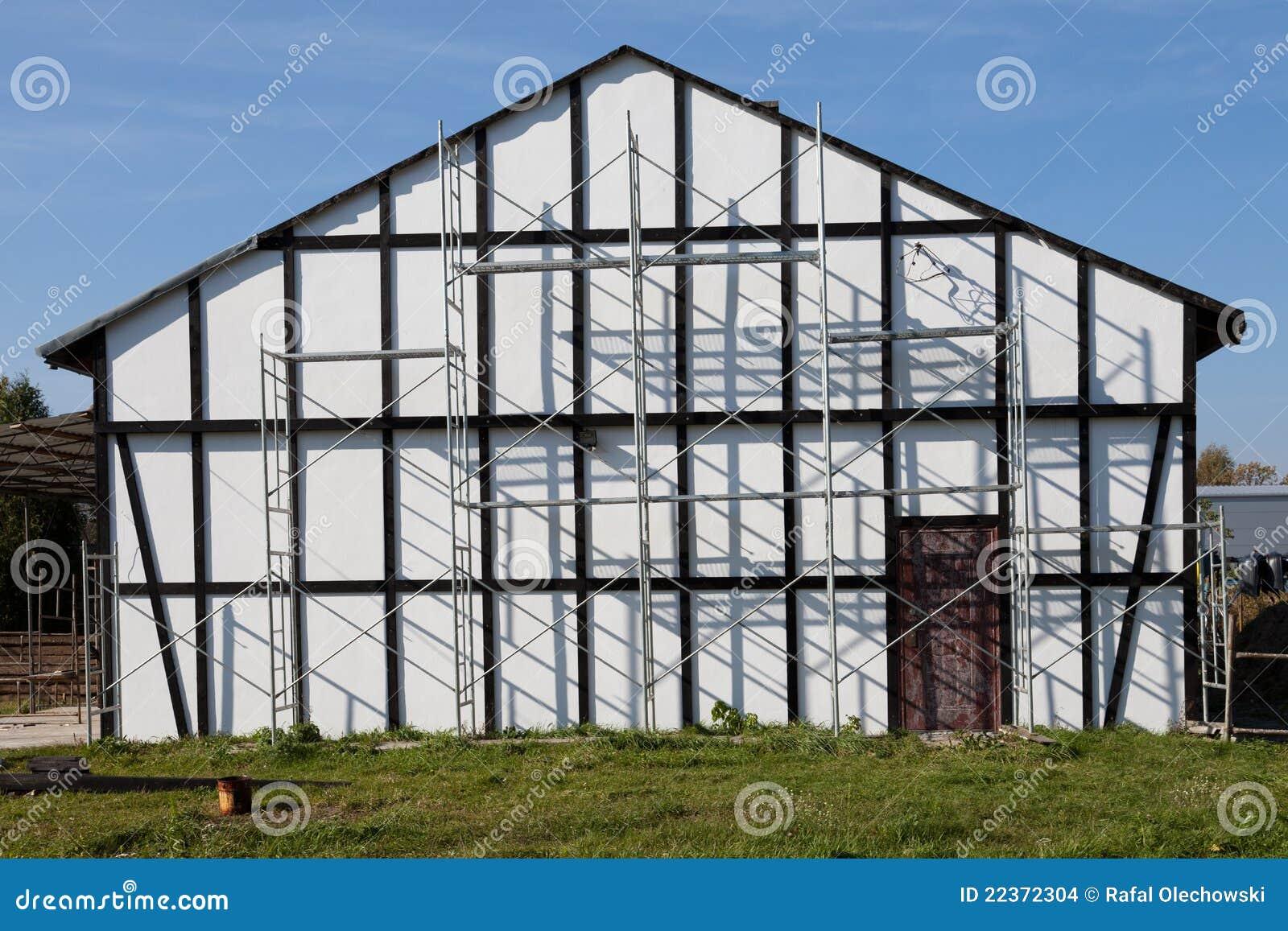 Het vernieuwen van oud huis met steiger stock foto afbeelding 22372304 - Oud huis ...
