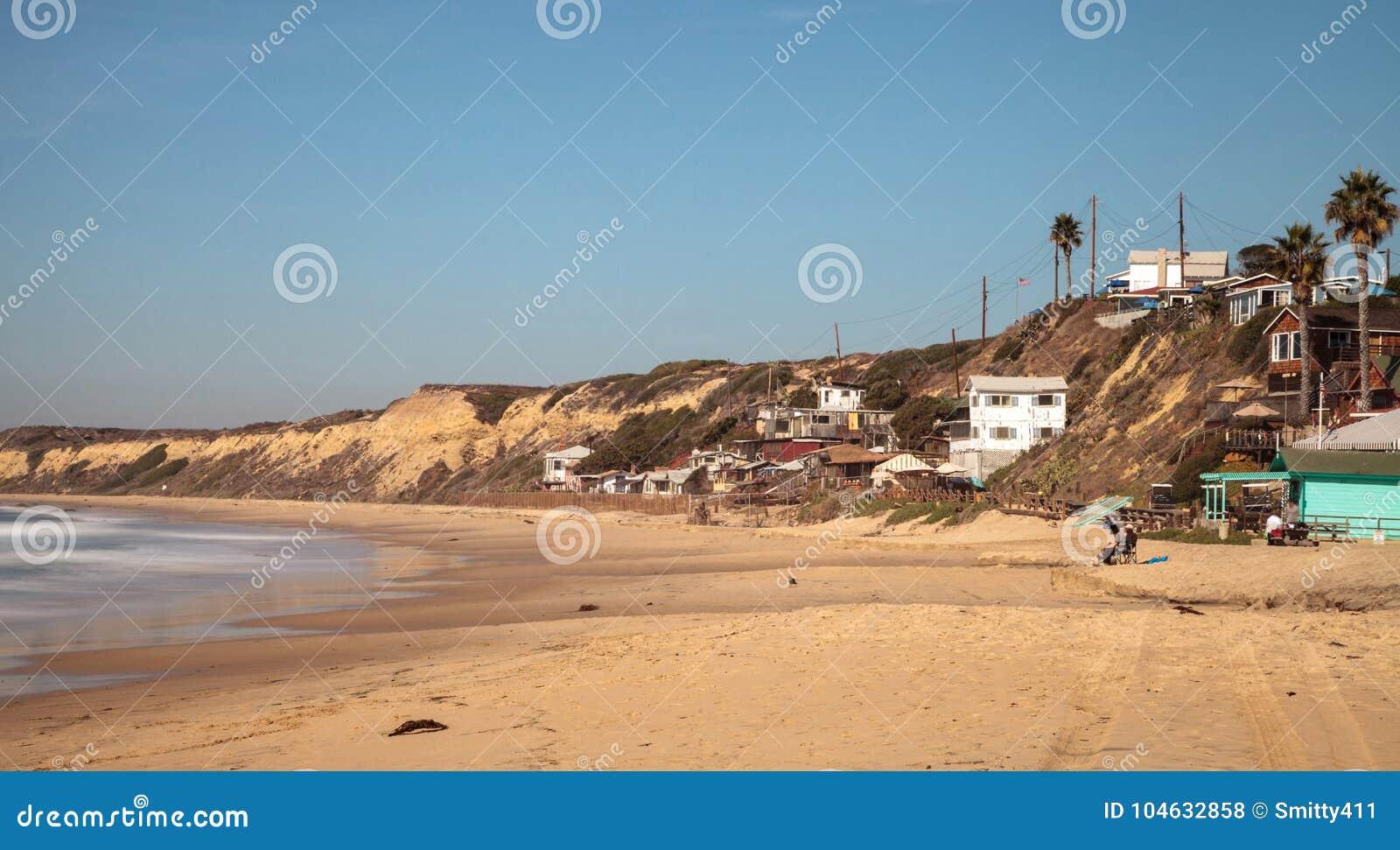 Download Het Veroordeelde Oude Strand Van De Lijncrystal Cove State Park Van Strandplattelandshuisjes Redactionele Stock Foto - Afbeelding bestaande uit hemel, overzees: 104632858