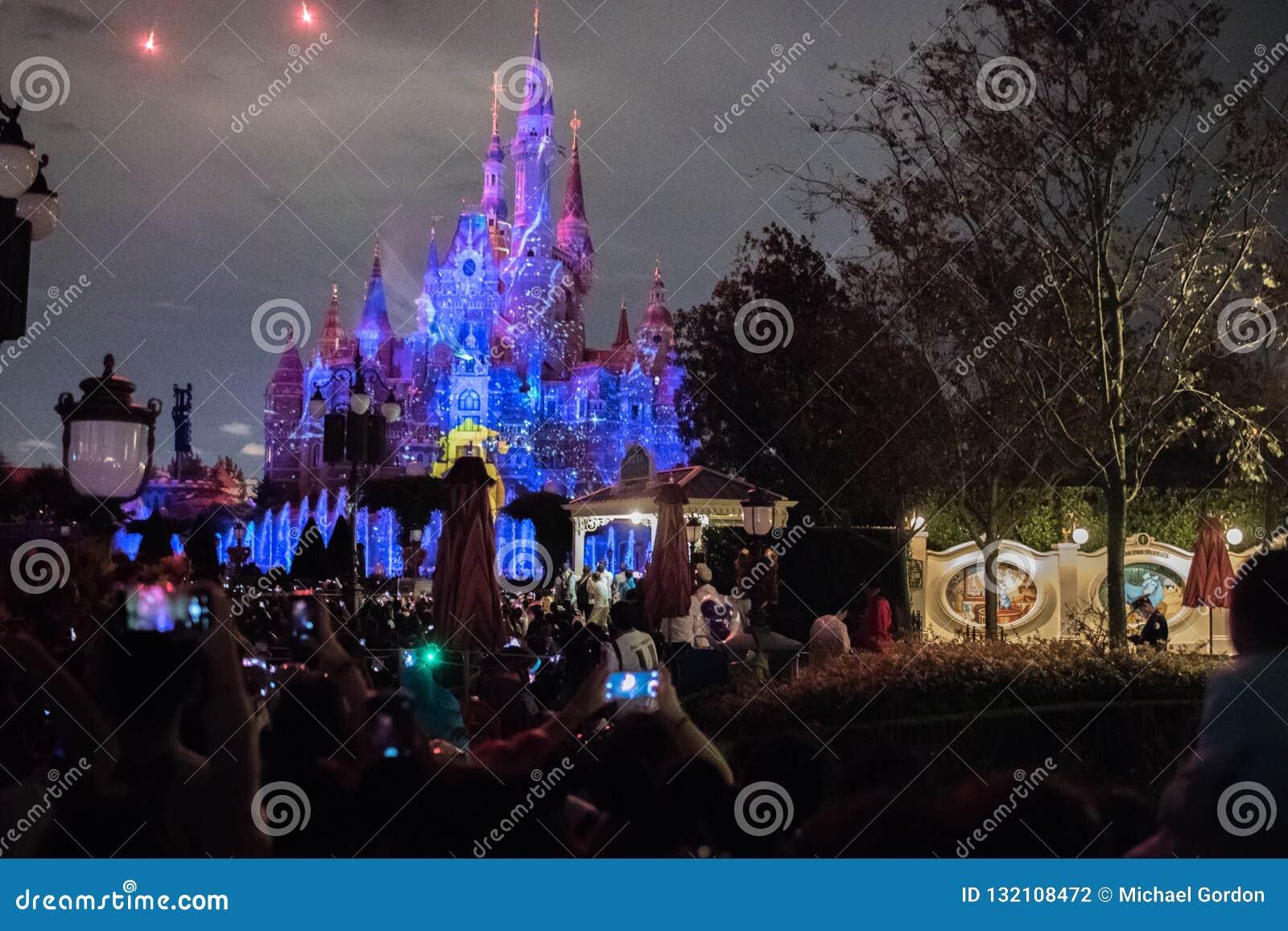 Het Verrukte Verhalenboekkasteel in Shanghai Disneyland, China
