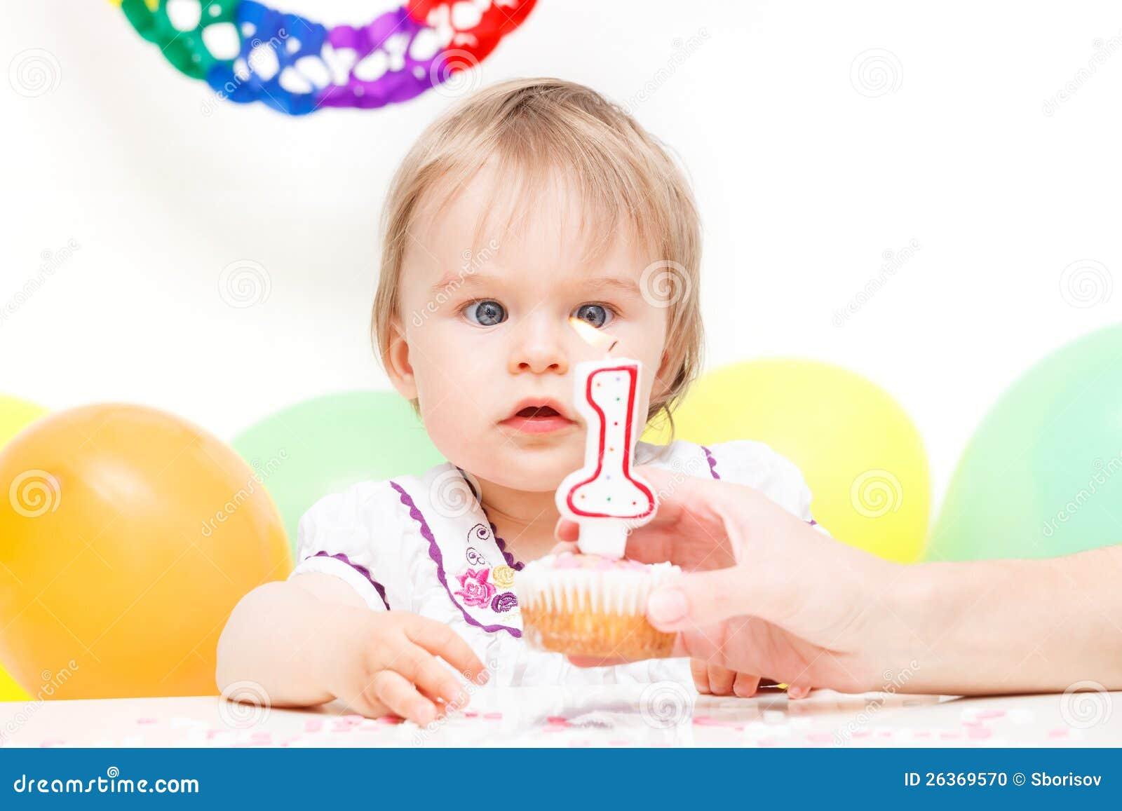 Het vieren van het meisje eerste verjaardag stock foto beeld 26369570 - Beeld het meisje van ...